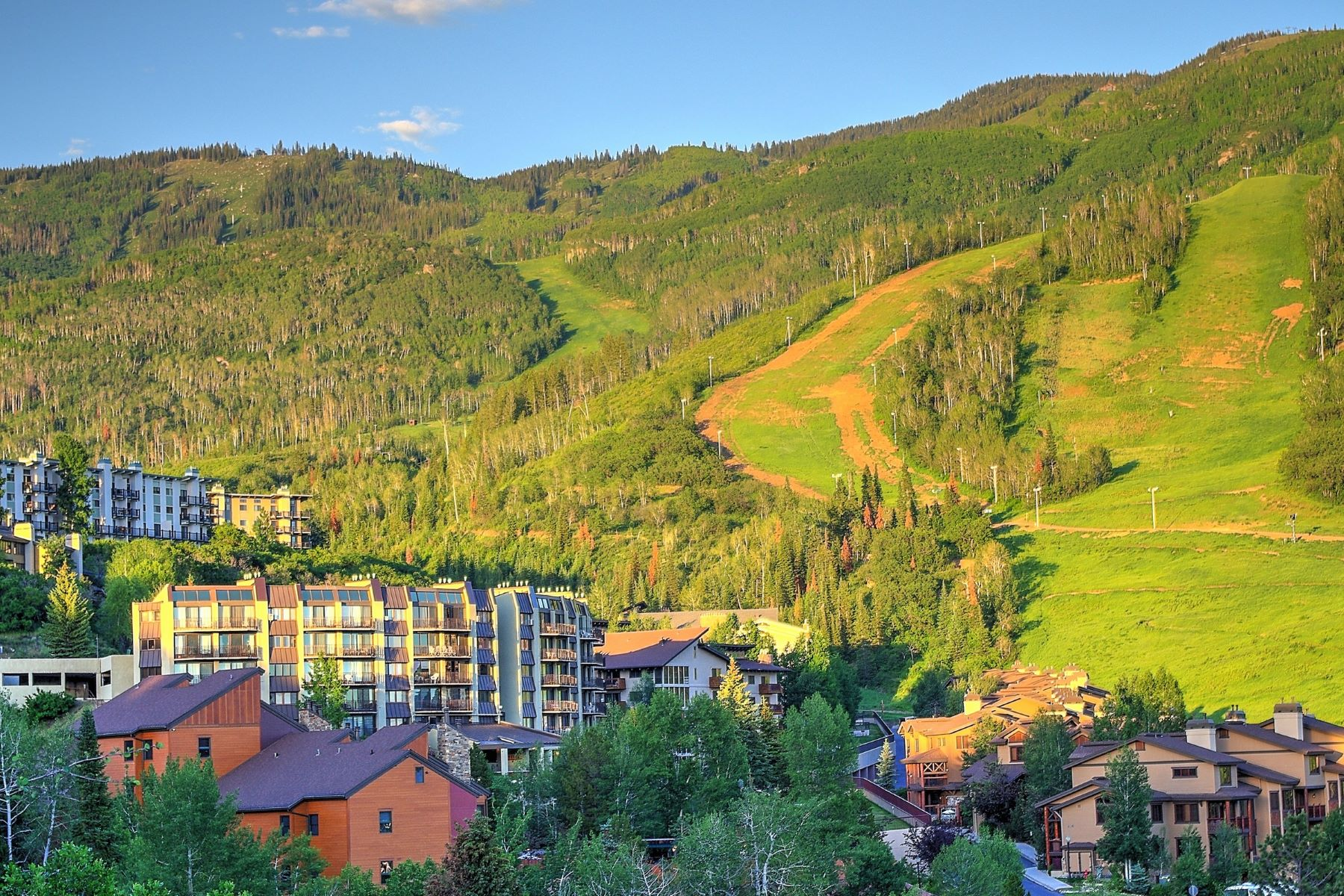Кондоминиум для того Продажа на Ski-In/Ski-Out Bronze Tree Unit 1995 Storm Meadows Drive Unit 207, Steamboat Springs, Колорадо, 80487 Соединенные Штаты