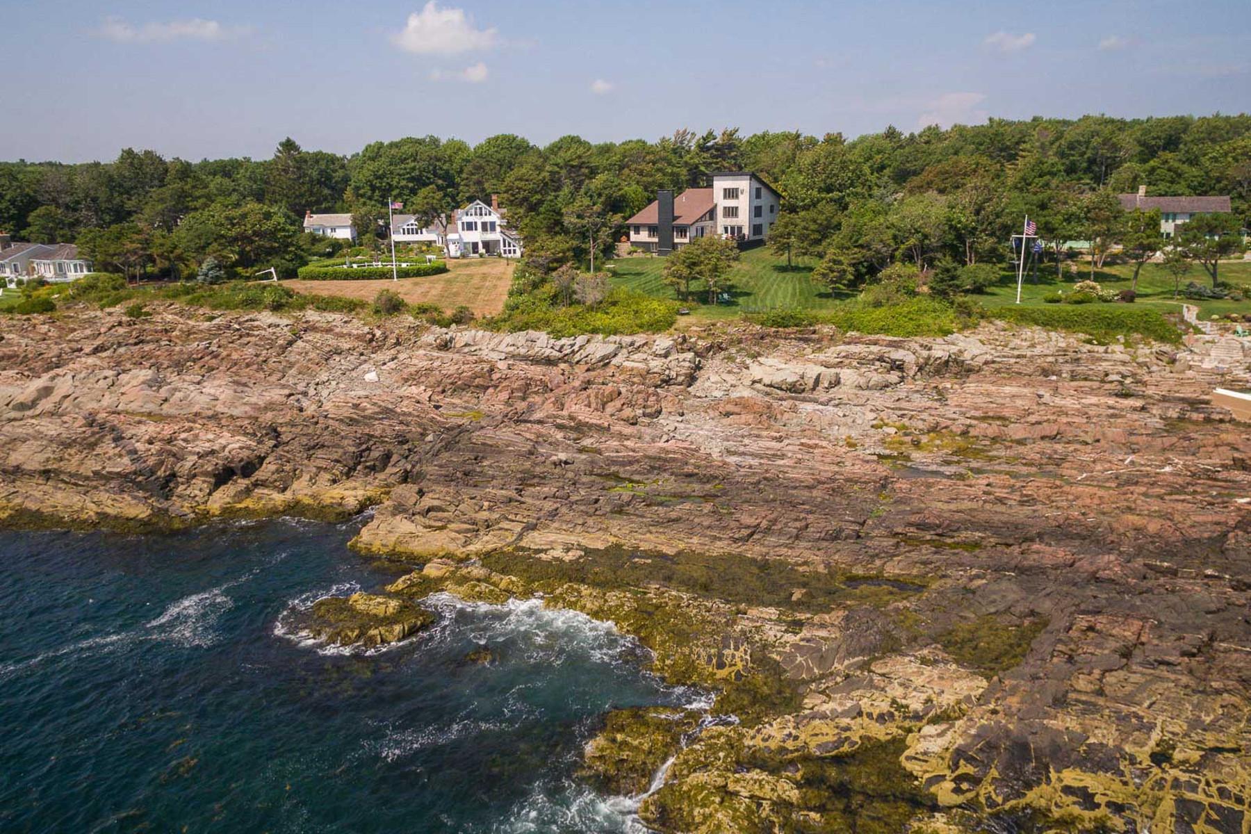 Maison unifamiliale pour l Vente à Gated Oceanfront Contemporary in Cape Neddick 421 Shore Road York, Maine, 03902 États-Unis