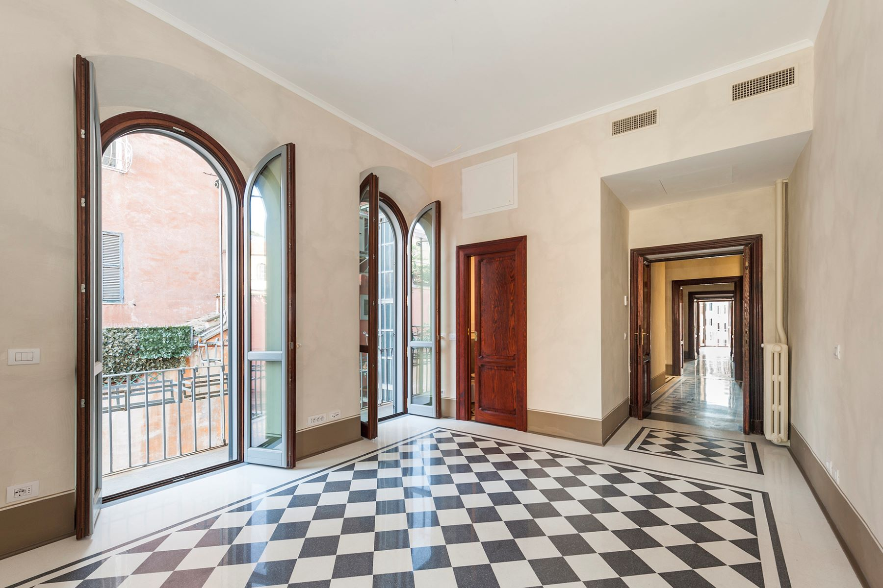 Additional photo for property listing at Magnificent apartment overlooking Piazza di Spagna Rome, Rome Italien