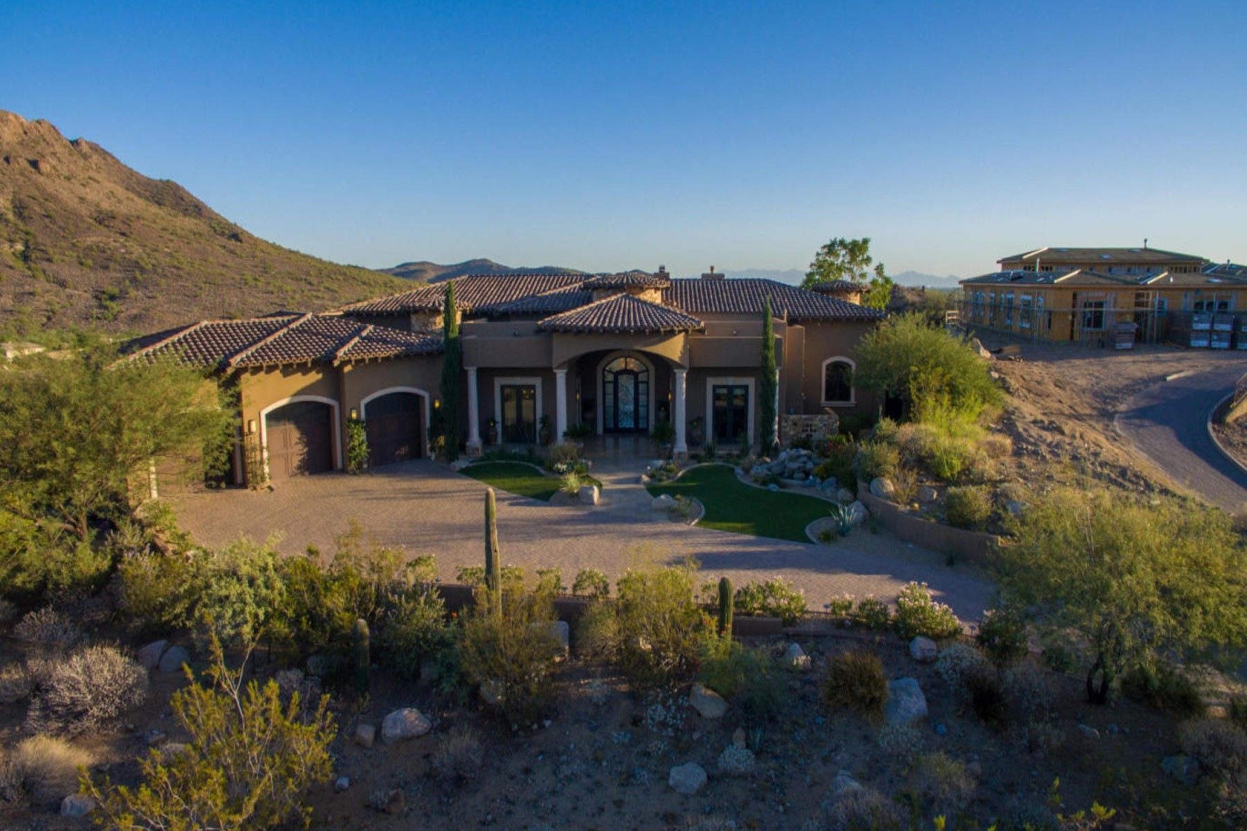 Vivienda unifamiliar por un Venta en Spectacular Home on 1.4 Acres in Gold Mountain Preserve 6531 W Gold Mountain Pass Phoenix, Arizona, 85083 Estados Unidos