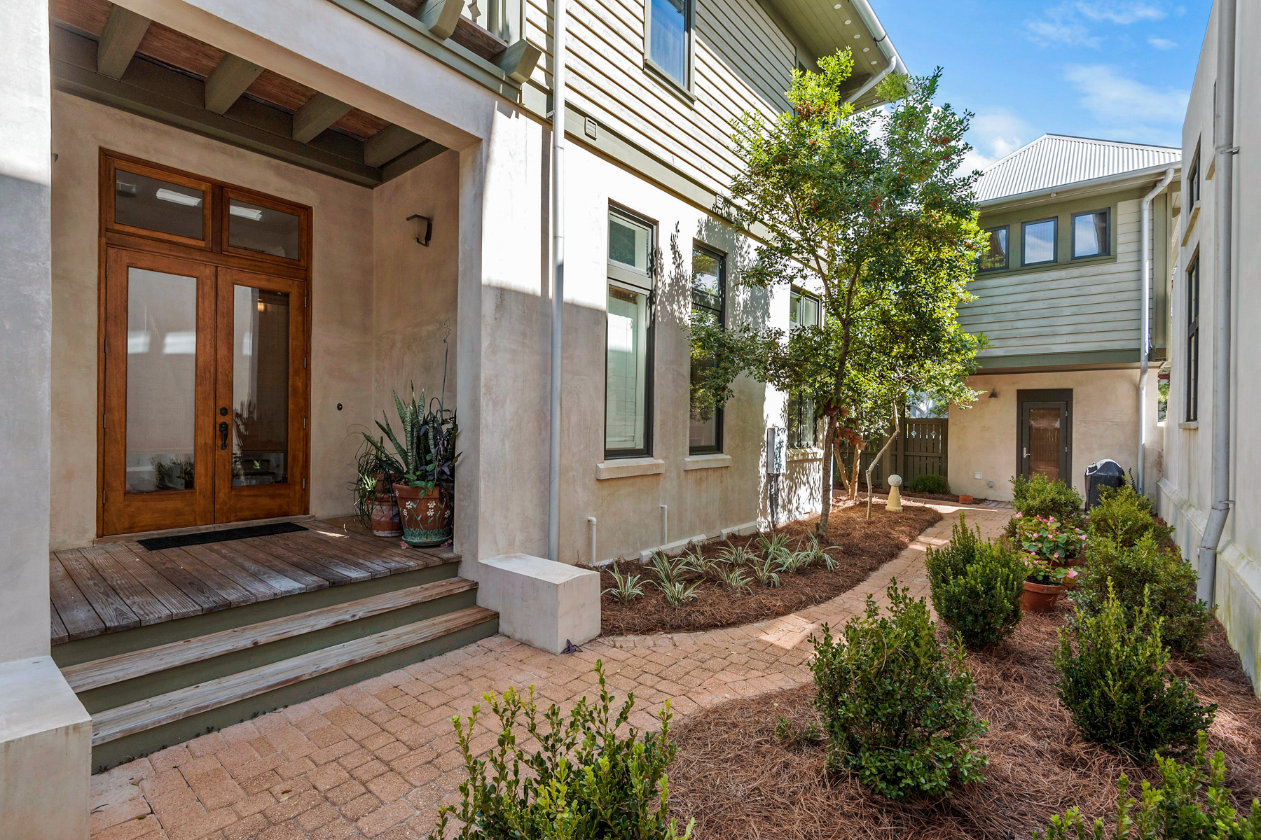 Casa Unifamiliar por un Venta en LIVE THAT FLORIDA LIFESTYLE IN SOUGHT AFTER ROSEMARY BEACH 143 W Water Street Rosemary Beach, Rosemary Beach, Florida, 32461 Estados Unidos