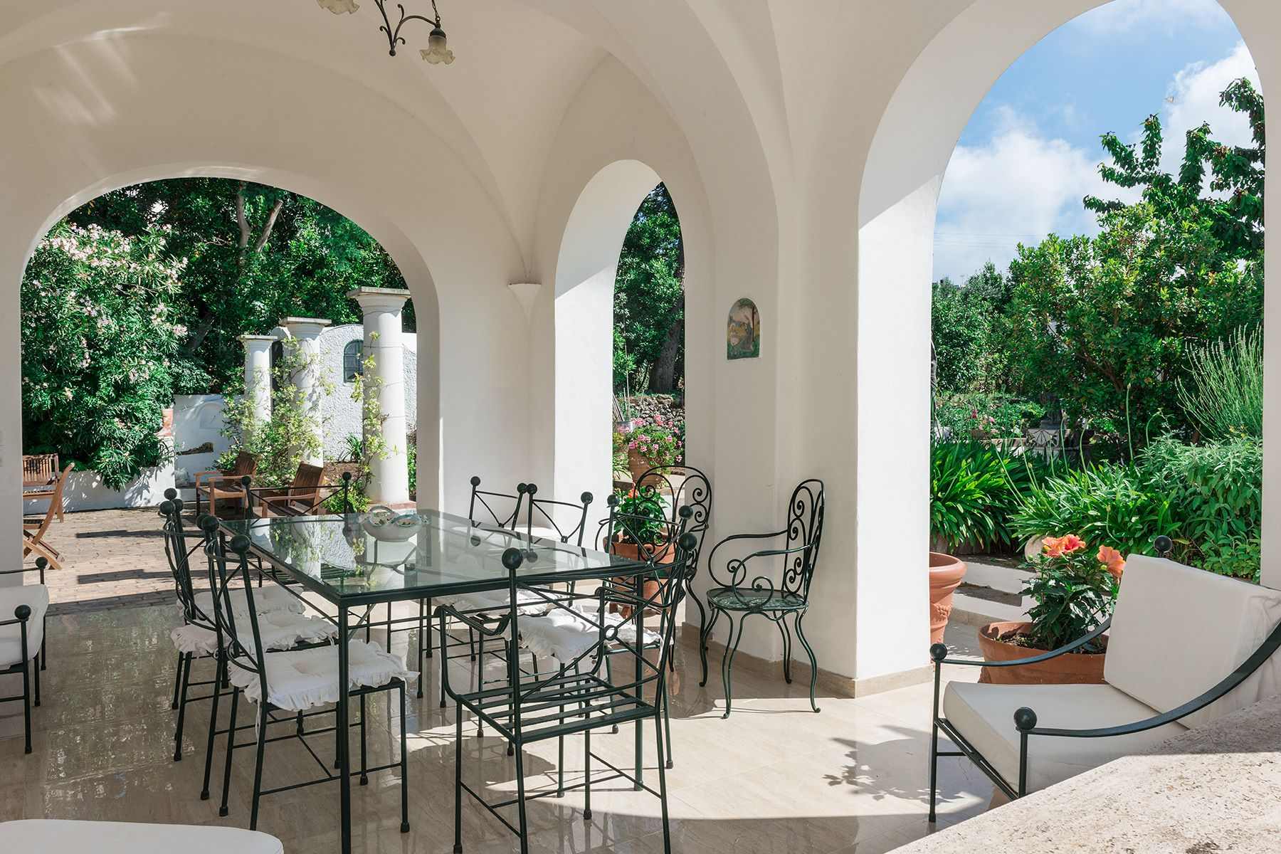 Additional photo for property listing at Amazing villa in the heart of Anacapri Capri, Naples Italia