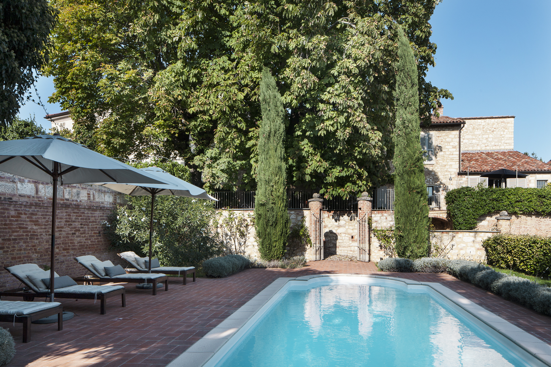 Additional photo for property listing at Refined villa in Monferrato with a swimming pool Cella Monte, Alessandria Italy
