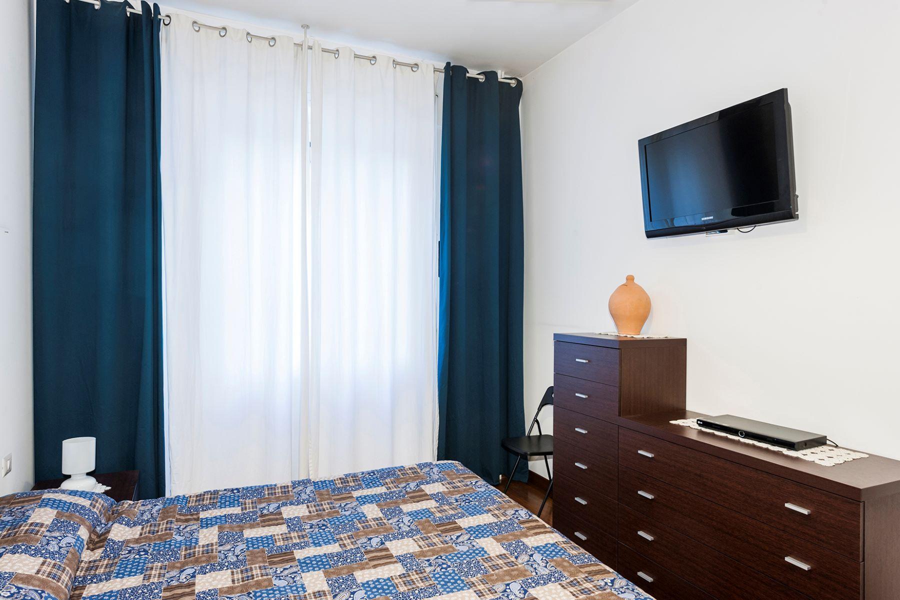 Additional photo for property listing at Renovated apartment in the Prati neighborhood Via Costabella Rome, Roma 00195 Italia
