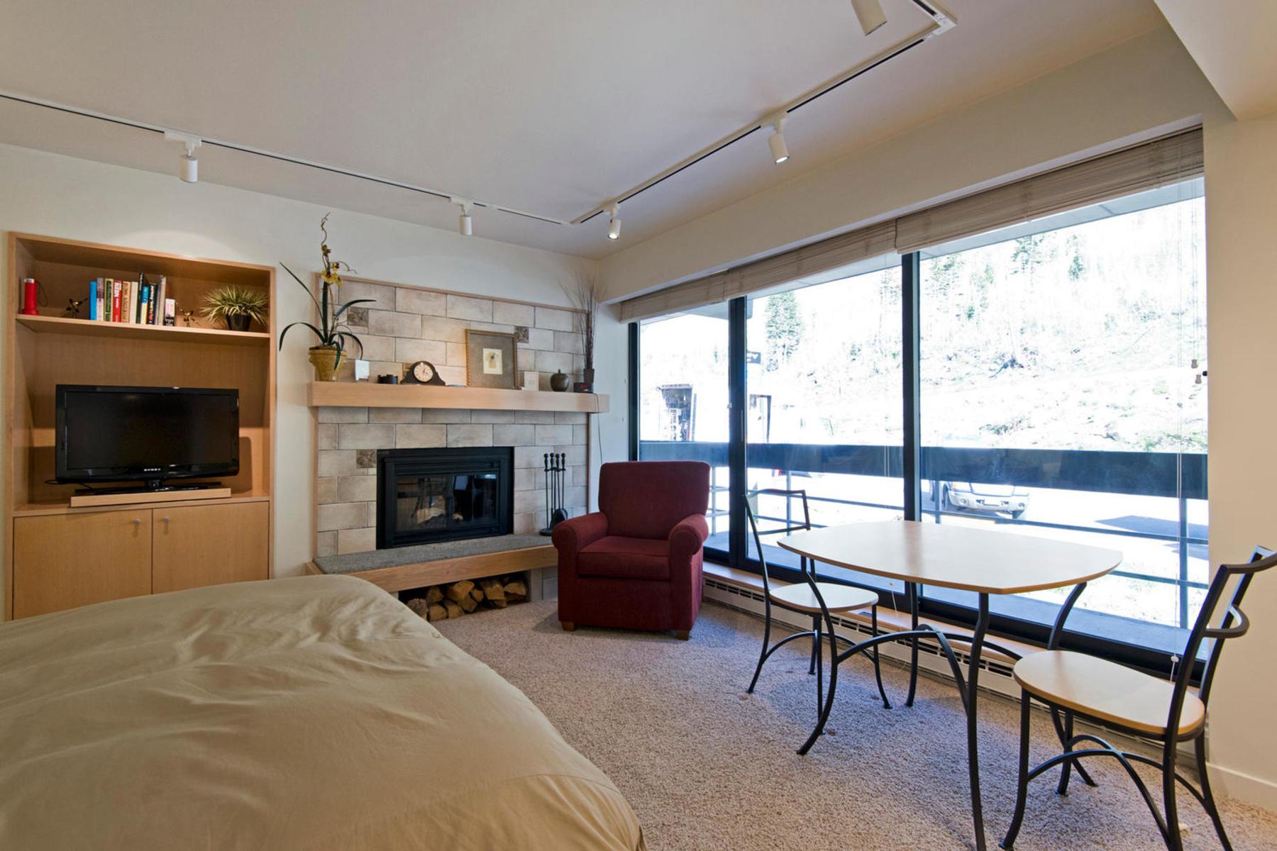 Additional photo for property listing at Darling Snowbird Condo 9202 E Lodge Dr #511 Snowbird, Utah 84092 United States