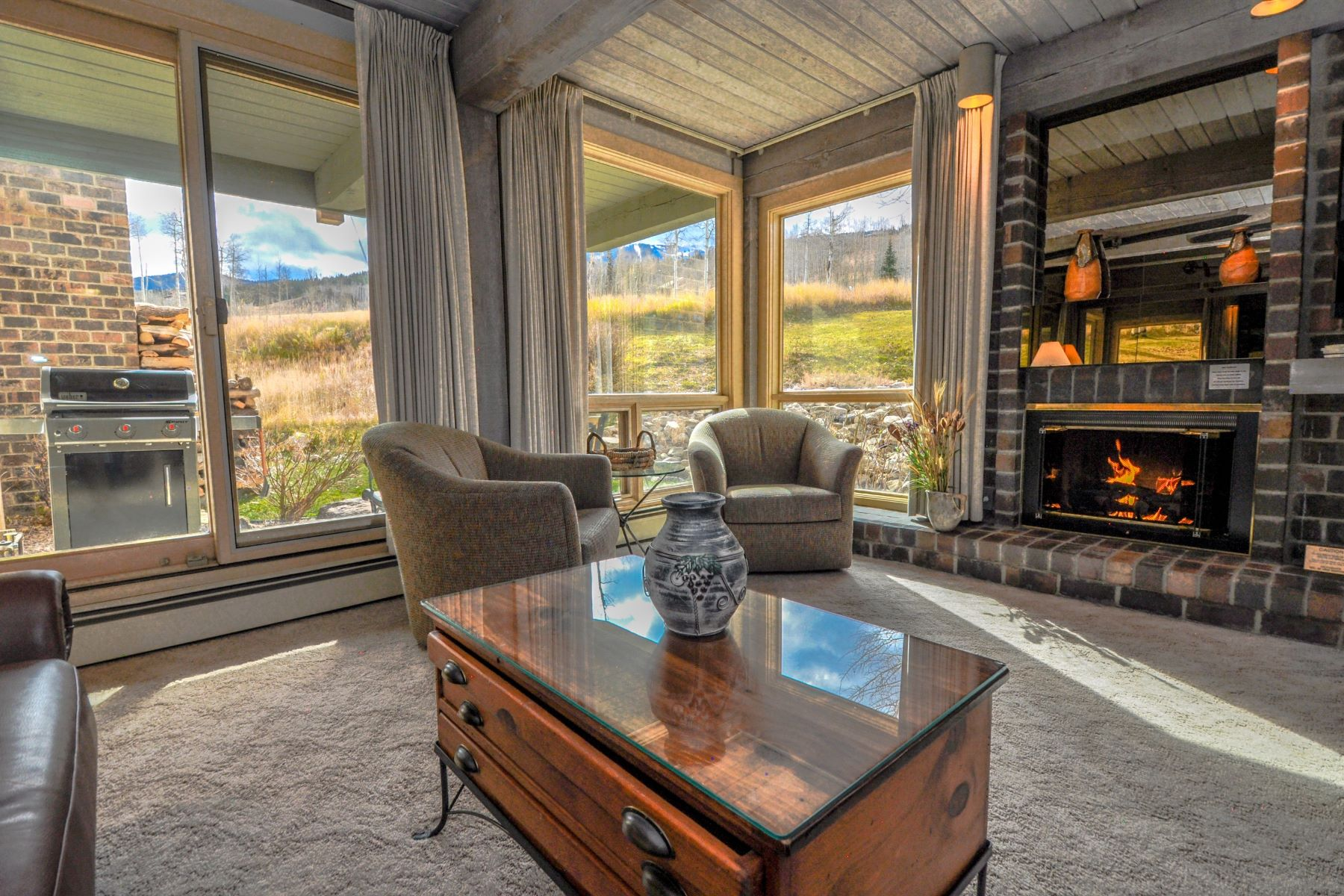 Copropriété pour l Vente à Ski to Your Door 855 Carriage Way, Unit 105 Snowmass Village, Colorado, 81615 États-Unis