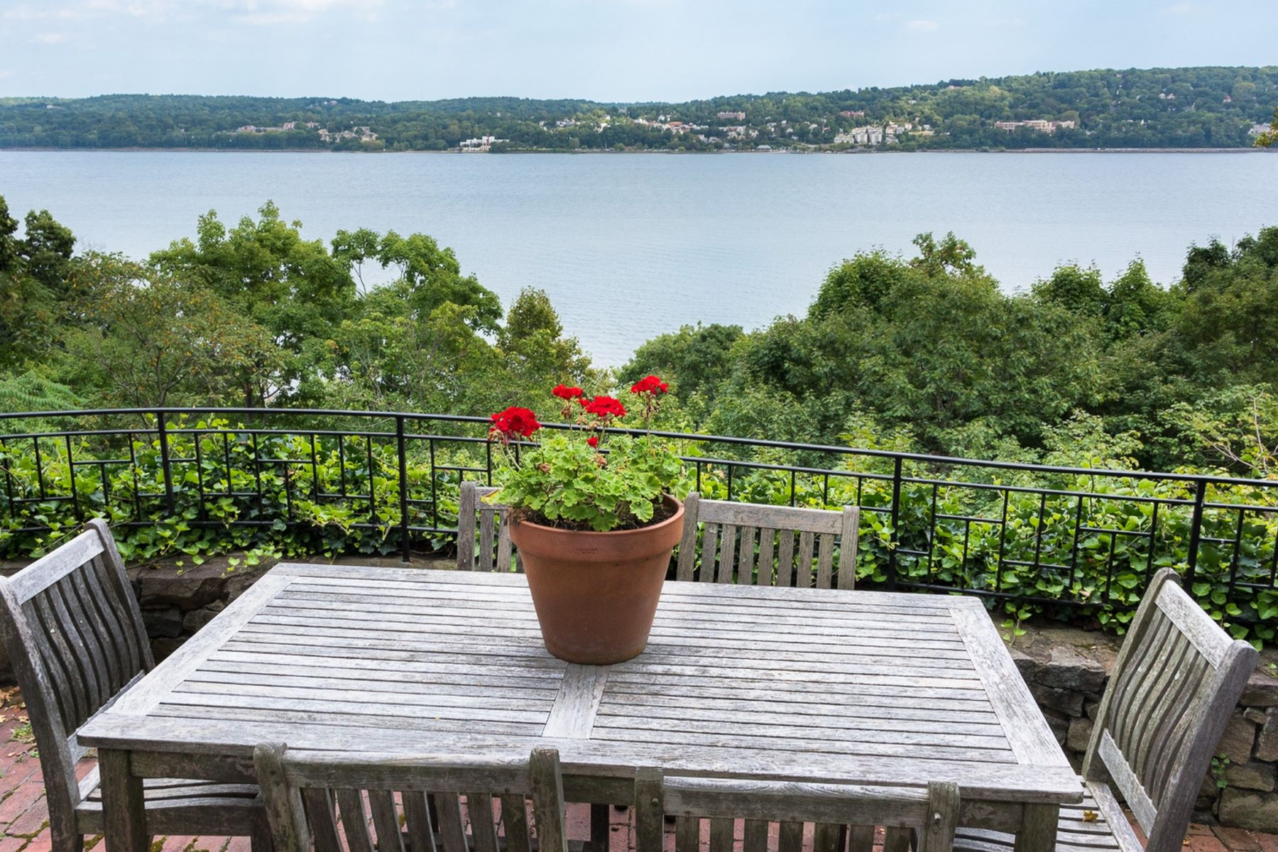 Additional photo for property listing at Hudson River View Stone House 61 Woods Rd. Palisades, New York 10964 United States