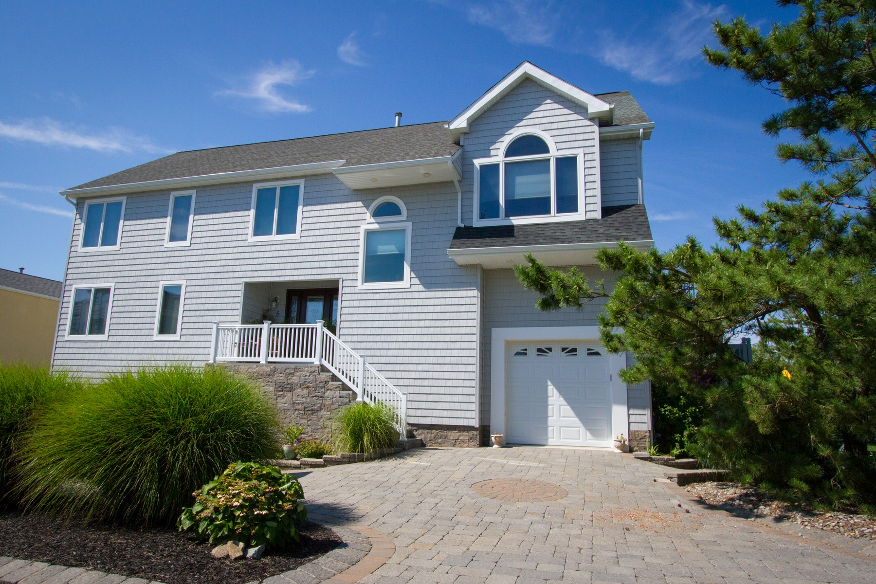Maison unifamiliale pour l Vente à Every home is a masterpiece 5 Sunset Lane Monmouth Beach, New Jersey, 07750 États-Unis