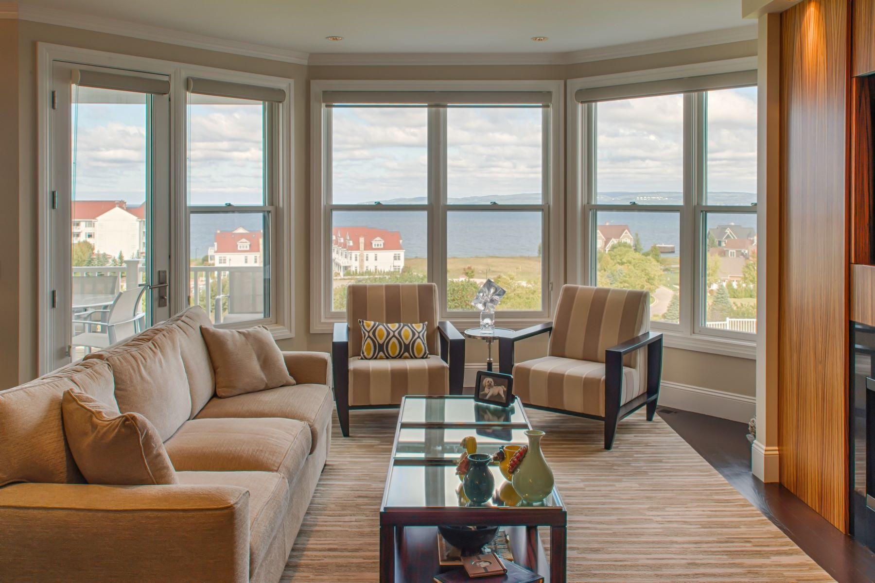 共管式独立产权公寓 为 销售 在 Cliffs 13 and Garage 24 3560 Cliffs Drive 巴尔港, 密歇根州, 49770 美国