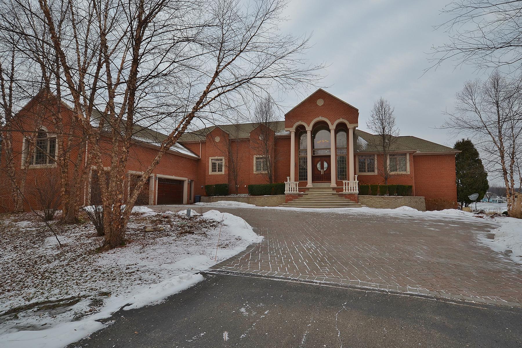 Nhà ở một gia đình vì Bán tại White Lake Twp 10700 Bogie Lake Road White Lake, Michigan, 48386 Hoa Kỳ