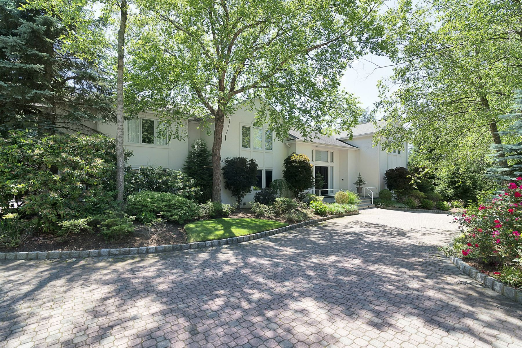 Single Family Home for Sale at Colonial Manor 40 Huyler Landing Rd Cresskill, New Jersey 07626 United States
