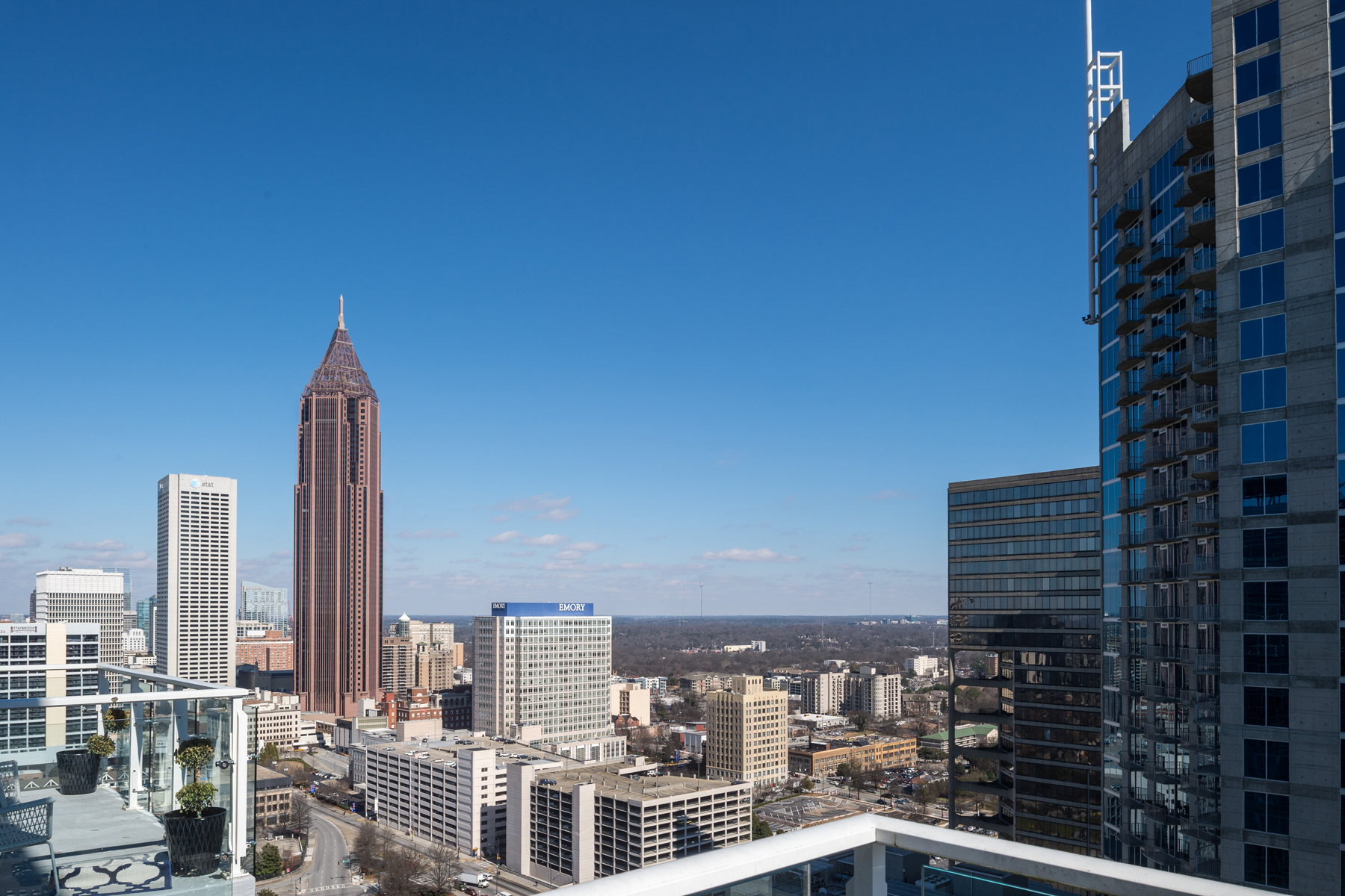 Additional photo for property listing at Sophisticated 2-Level Atlanta Penthouse with Luxury Hotel Amenities 45 Ivan Allen Jr Boulevard PH#2706 Atlanta, Georgië 30308 Verenigde Staten