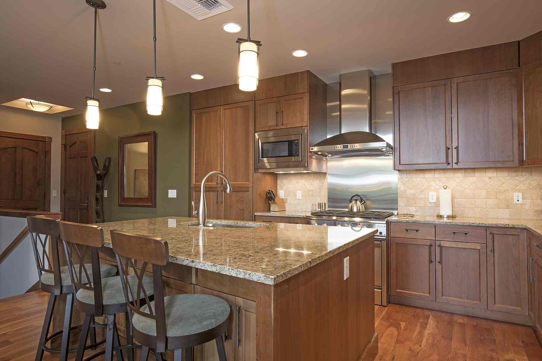 Additional photo for property listing at Best Chilali Penthouse 222 N. 2nd Ave Unit 13 Ketchum, Idaho 83340 États-Unis