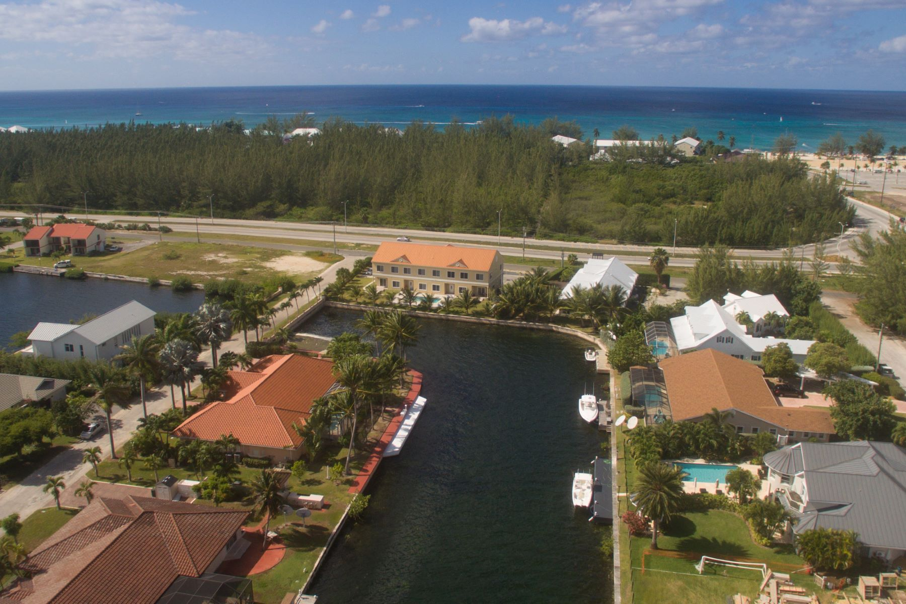 Additional photo for property listing at Contemporary Canal front home Jellicoe Quay Governor's Harbour West Bay,  KY1 Cayman Islands