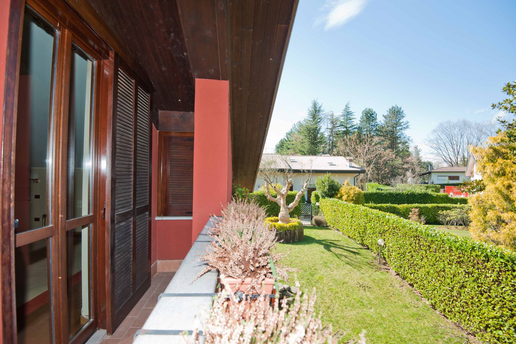 "Additional photo for property listing at Peaceful property immersed in the green area of the Golf ""La Pinetina"" Via Valle Verde Appiano Gentile, Como 22070 Italien"
