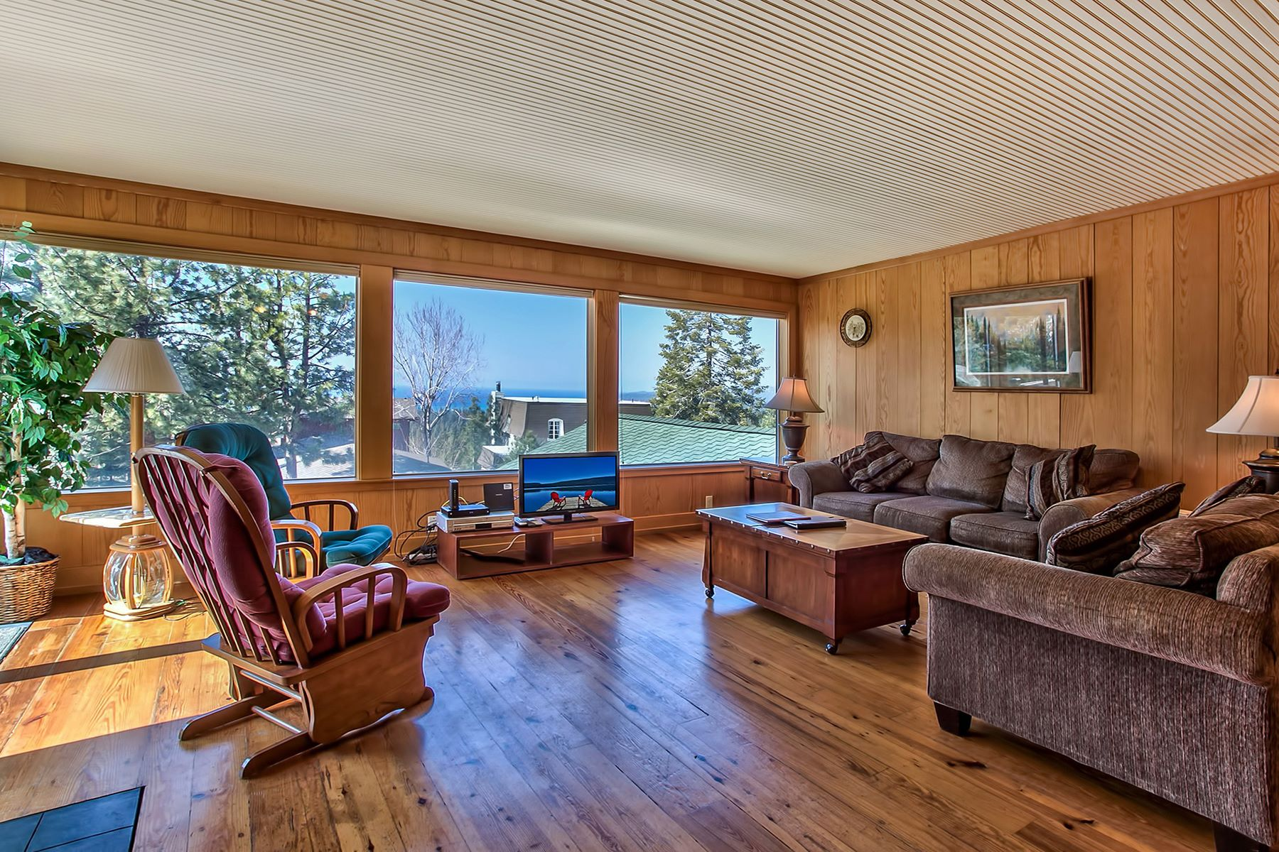 Additional photo for property listing at 3802 Lucinda Court , South lake Tahoe, CA 3802 Lucinda Court 南太浩湖, 加利福尼亚州 96150 美国