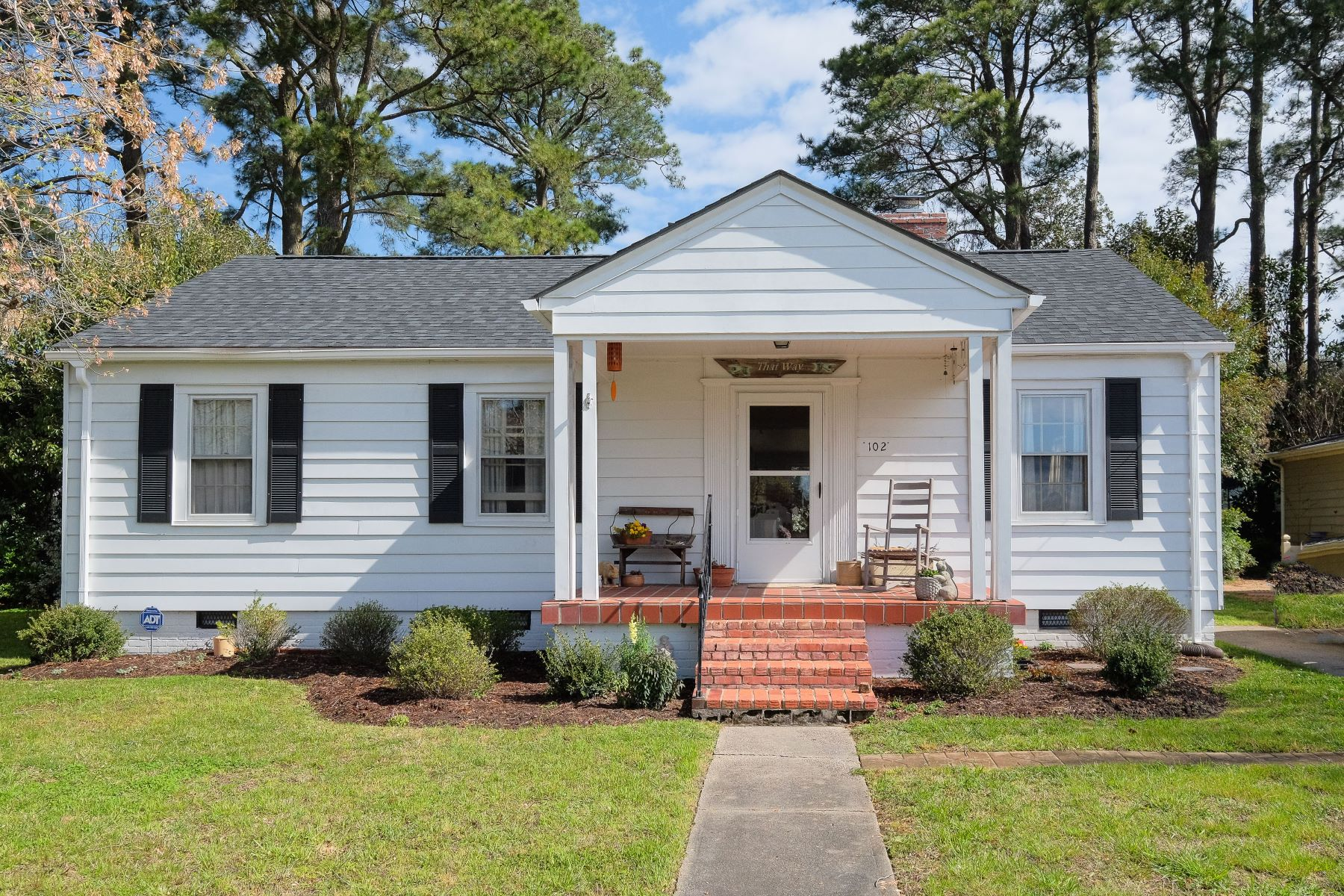 Частный односемейный дом для того Продажа на CHARMING WATER VIEW 102 Pembroke Circle Edenton, Северная Каролина 27932 Соединенные Штаты