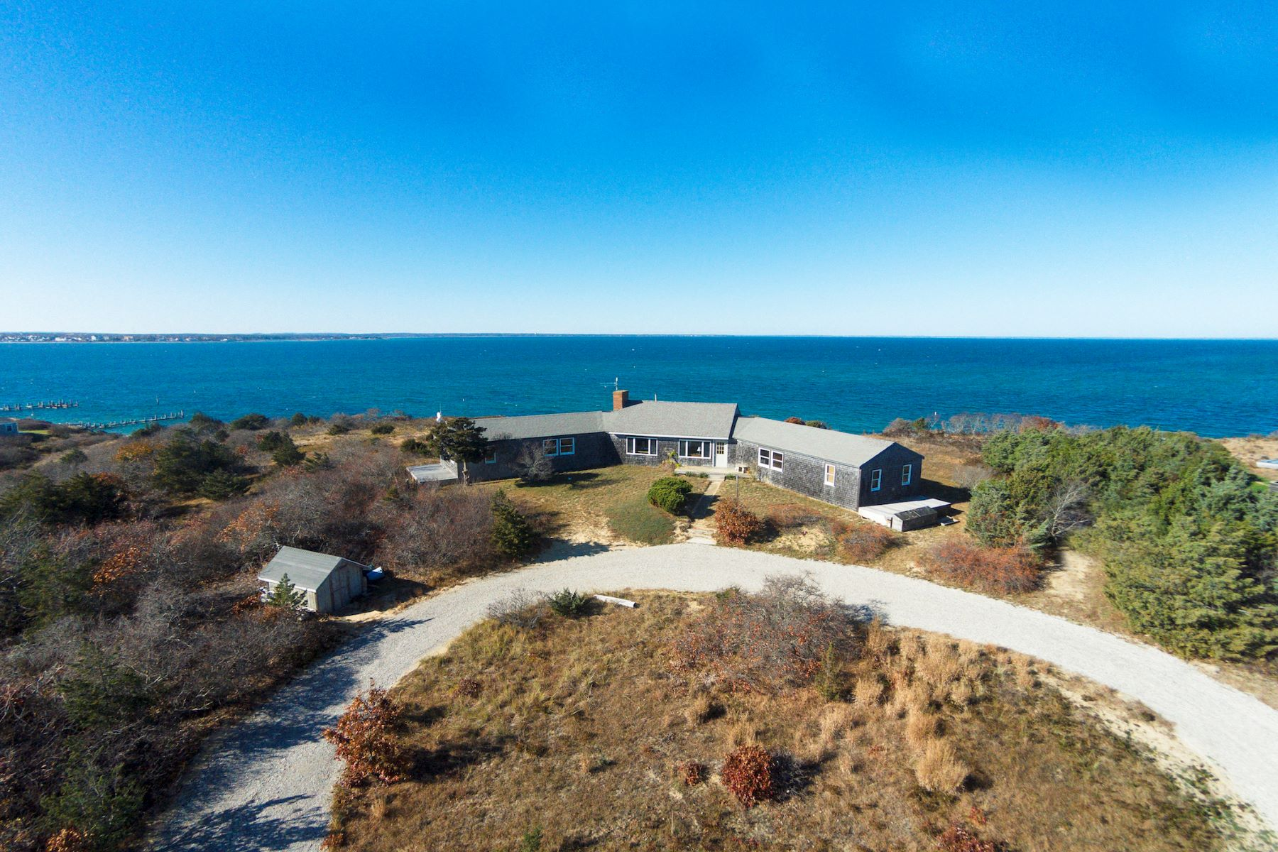 "단독 가정 주택 용 매매 에 The waterfront ""Hillhouse"" on Martha's Vineyard 35A North Neck Road Edgartown, 매사추세츠, 02539 미국"