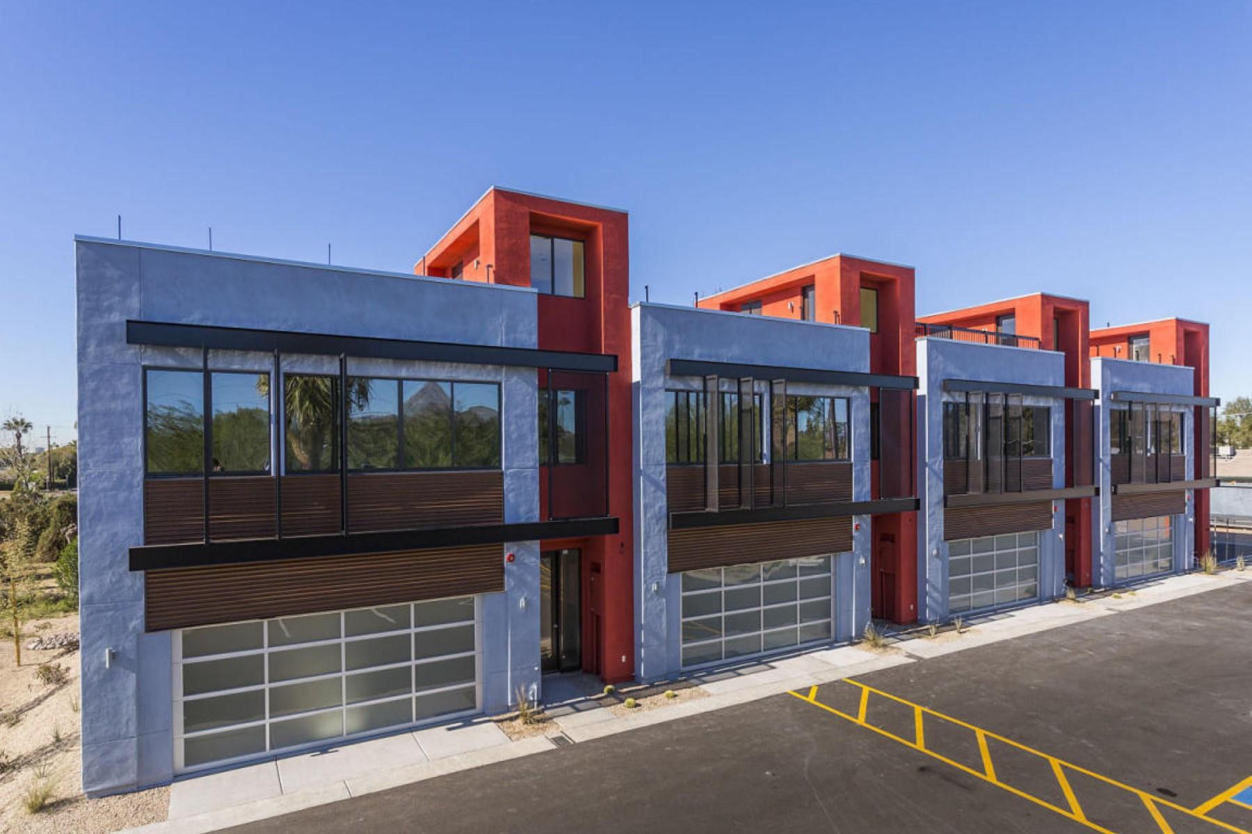 Einfamilienhaus für Verkauf beim Two-story home near both the Arcadia and Biltmore areas 2724 E Roma Ave Phoenix, Arizona, 85016 Vereinigte Staaten