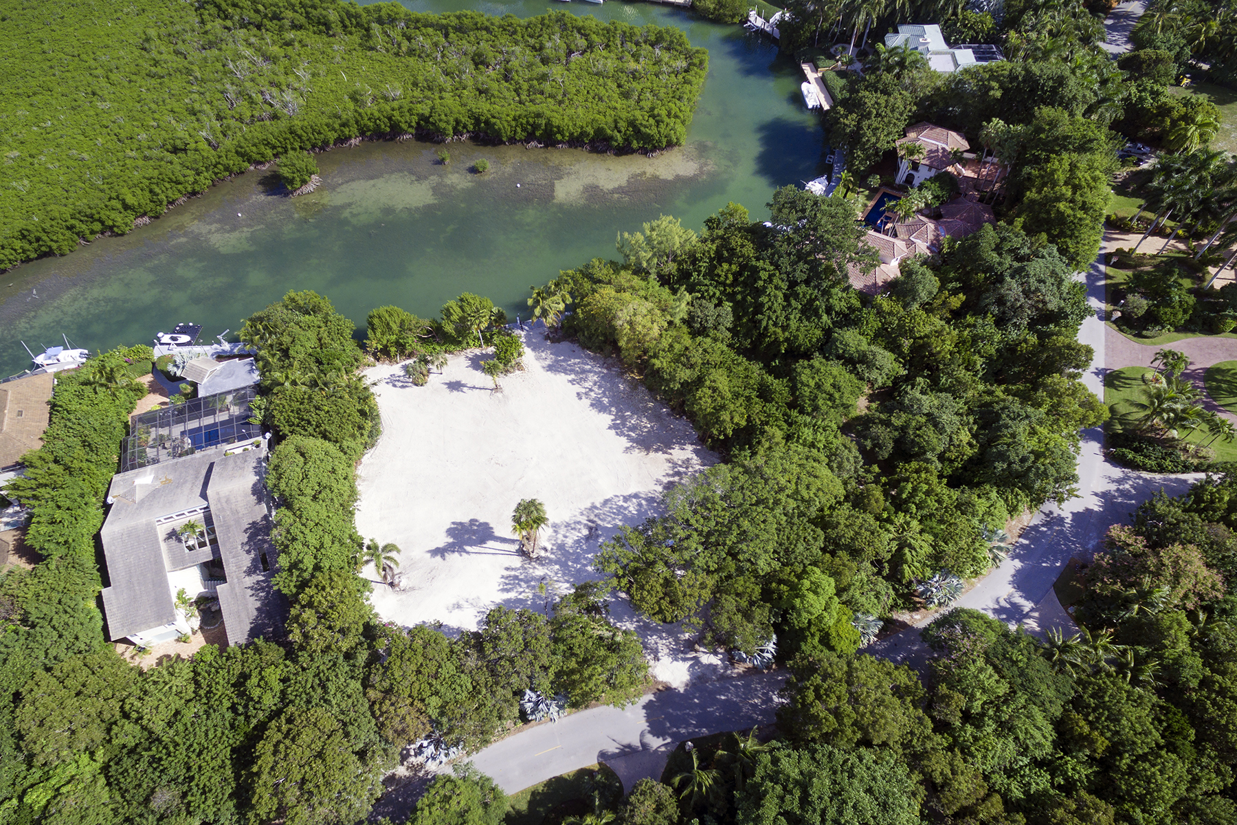 Additional photo for property listing at Expansive Location to Build Your Dream Home at Ocean Reef 40-42 Cardinal Lane Key Largo, Florida 33037 Verenigde Staten