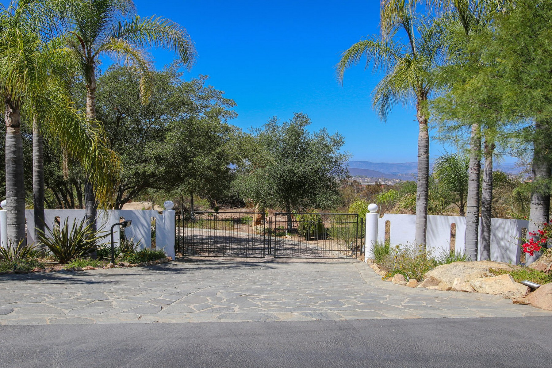 Additional photo for property listing at 38474 Rainbow Peaks Road  Fallbrook, Californie 92028 États-Unis