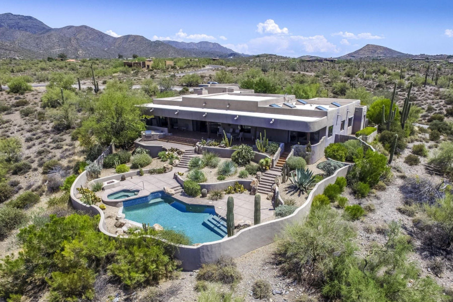 Villa per Vendita alle ore Exquisite custom home on a beautiful 4.3 acre lot with magnificent views. 7455 E Grapevine Rd Cave Creek, Arizona, 85331 Stati Uniti