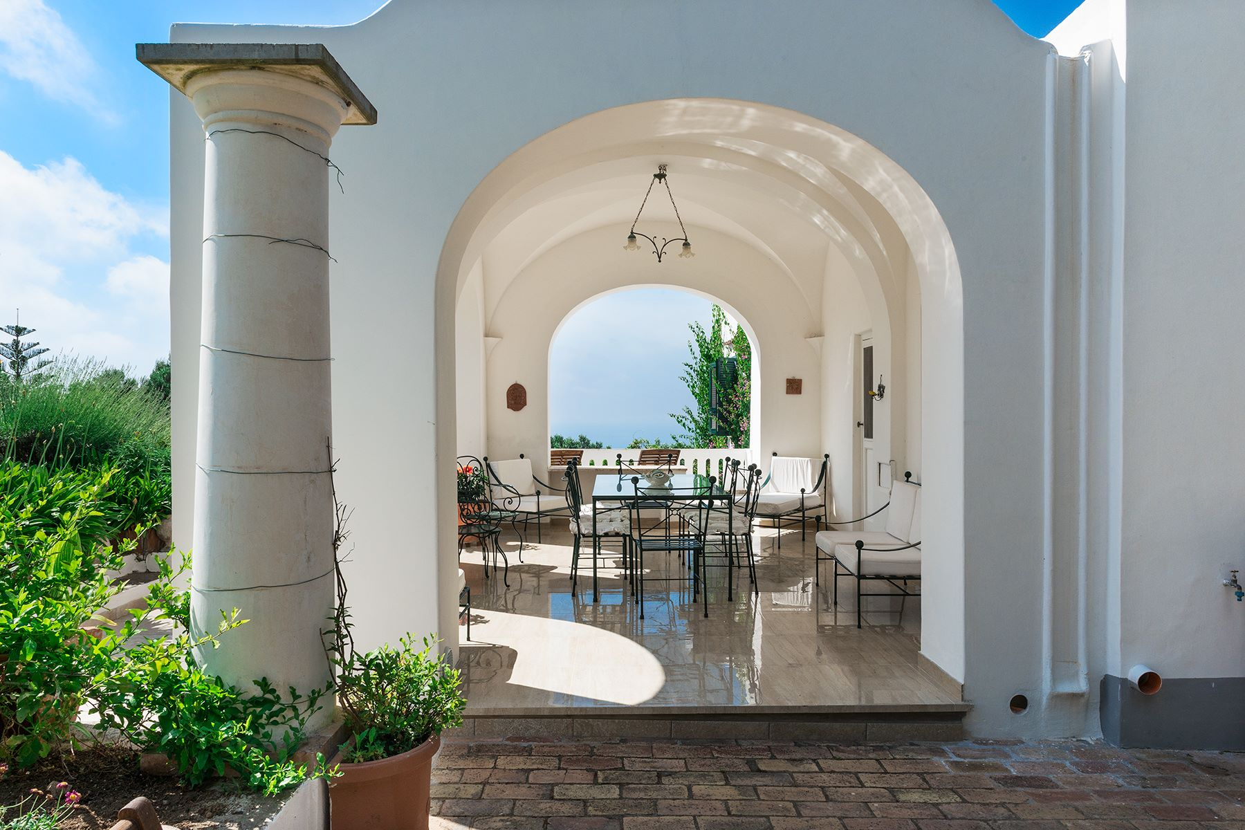 Additional photo for property listing at Amazing villa in the heart of Anacapri Capri, Naples Italien