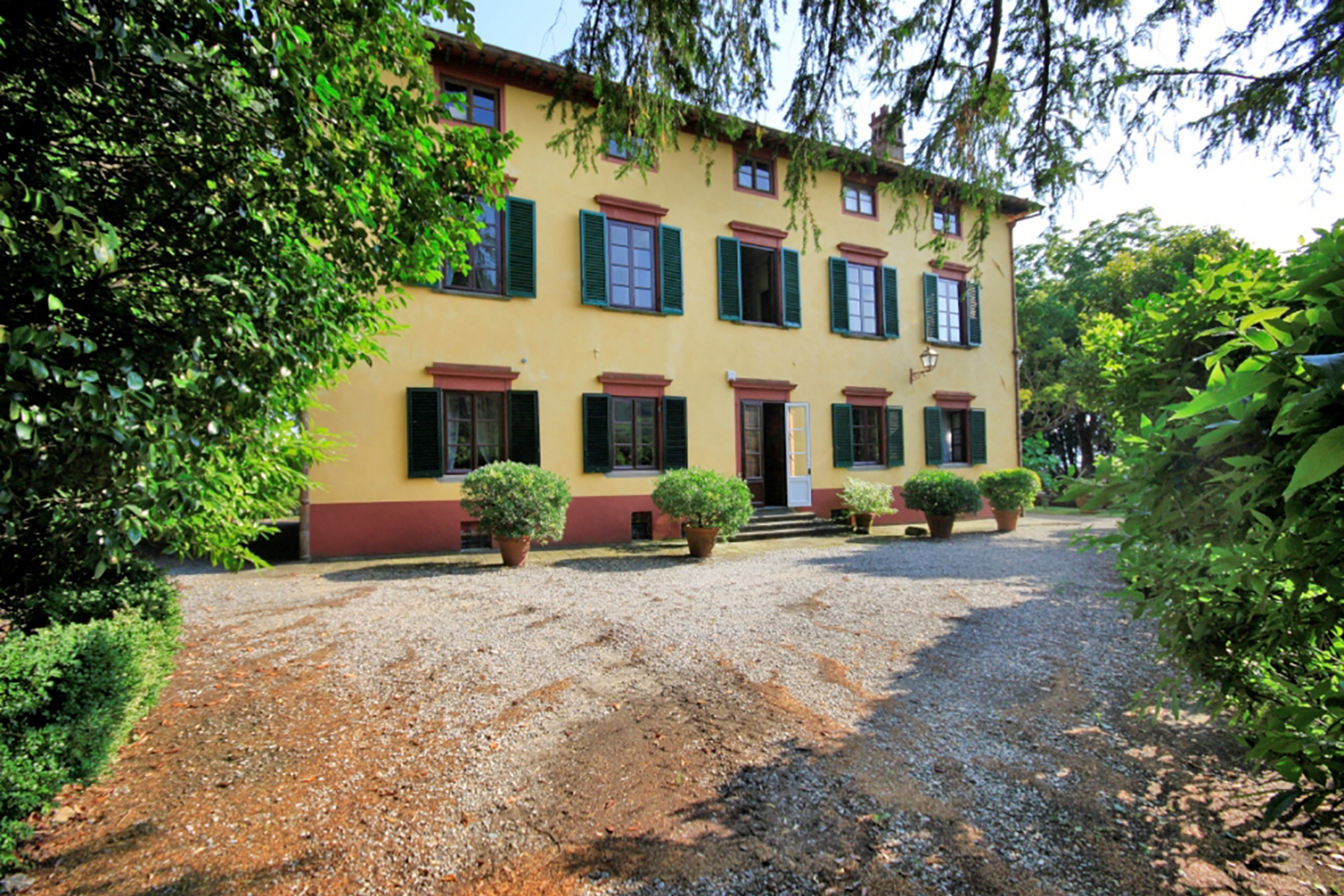 Terrain pour l Vente à Beautiful 17th century villa and vineyard for sale near Lucca Capannori, Lucca Italie