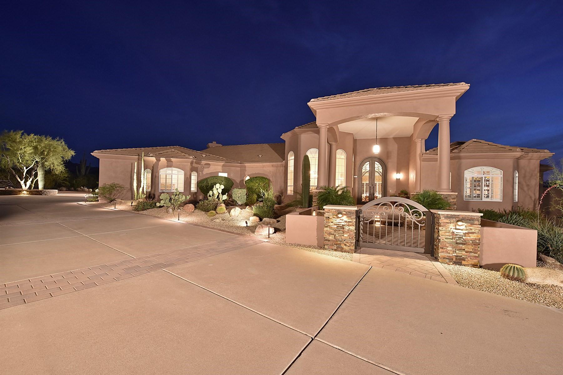 Maison unifamiliale pour l Vente à Desert Skyline Estates home 9015 E Hackamore Dr Scottsdale, Arizona, 85255 États-Unis