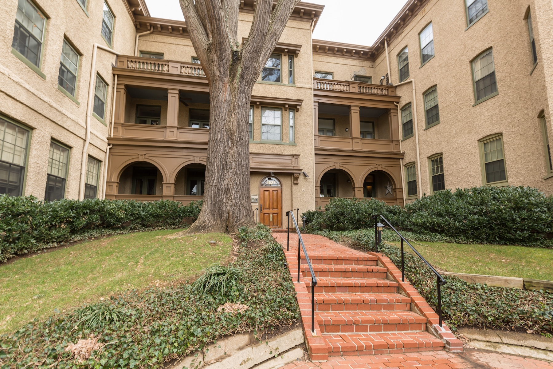 Additional photo for property listing at Rarely Available: Historic Georgetown Condominium 1527 30th Street Nw B21 Washington, 컬럼비아주 20007 미국