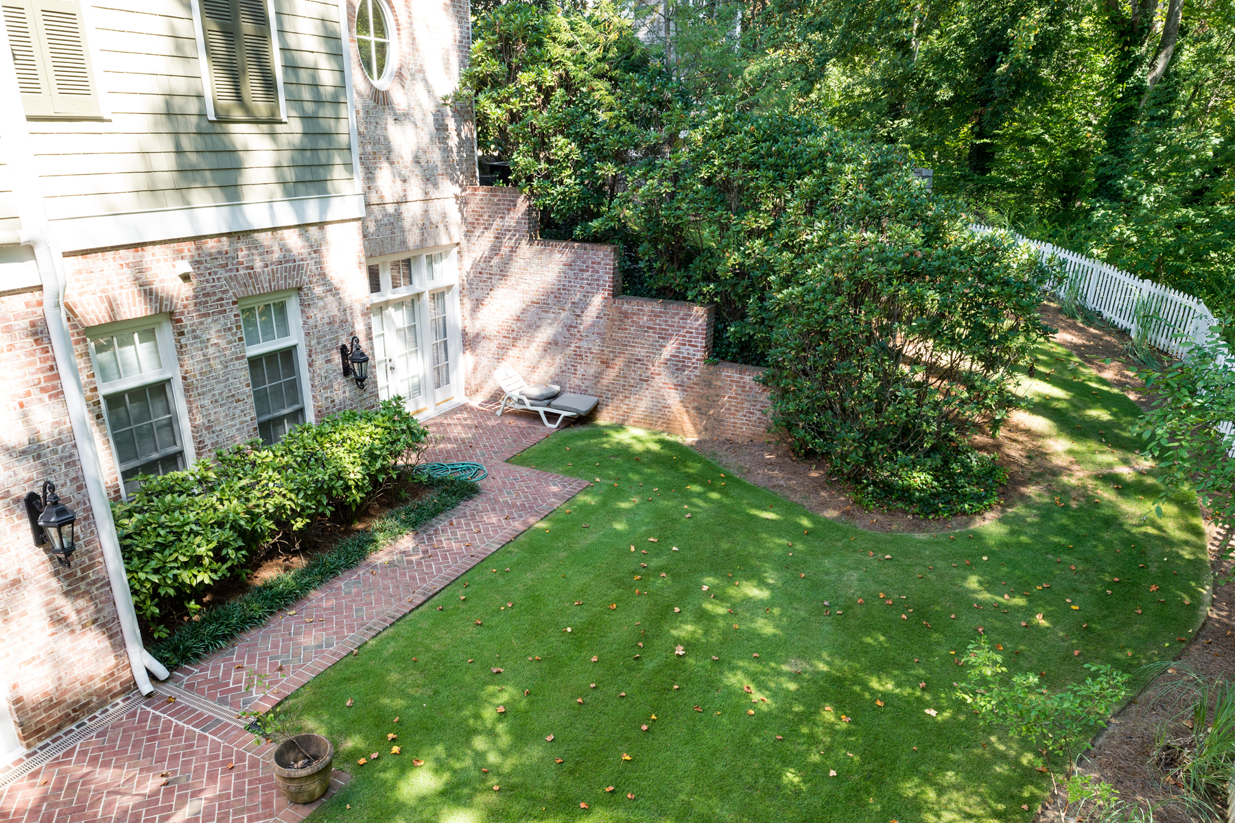Additional photo for property listing at Grand and Traditional 30 Old Ridgewood Place NW Atlanta, Georgia 30327 Stati Uniti