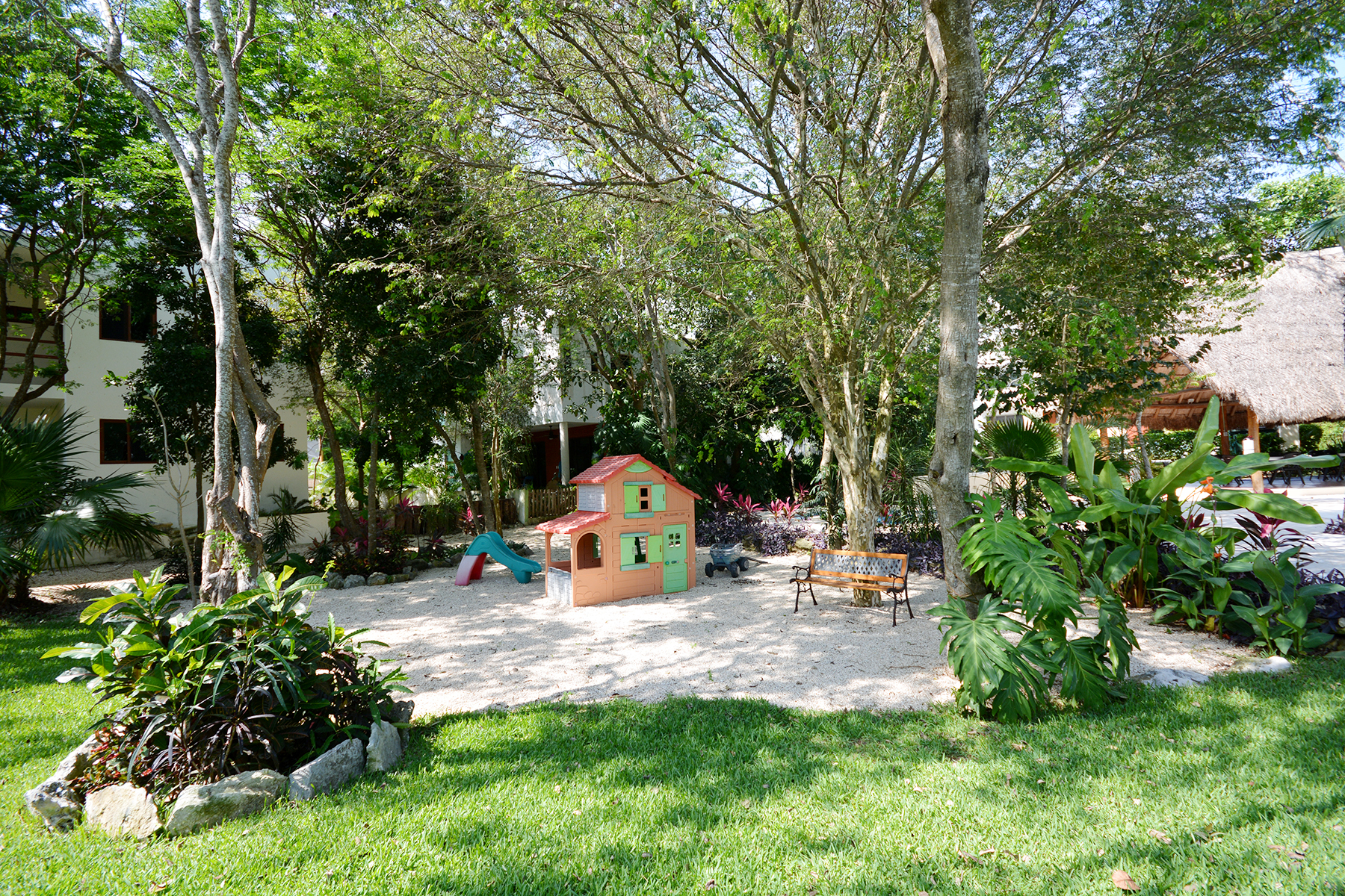 Additional photo for property listing at RESIDENCIA DE LUJO EN COMUNIDAD CERRADA Privada Orquídeas Selvamar Playa Del Carmen, Quintana Roo 77710 México
