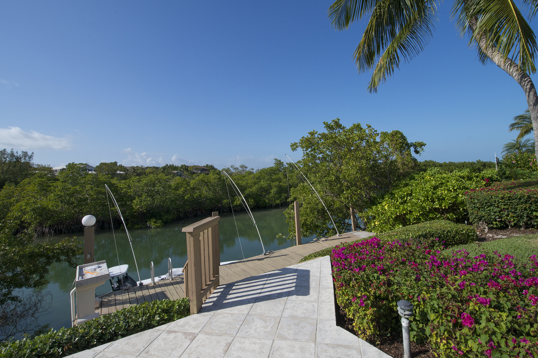Additional photo for property listing at Waterfront Family Home at Ocean Reef 48 Sunrise Cay Drive Key Largo, Florida 33037 Estados Unidos