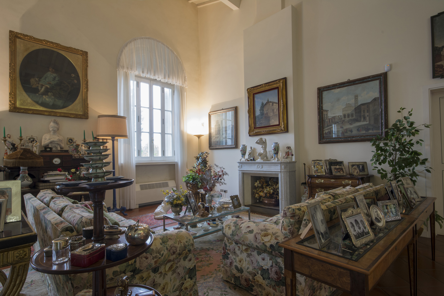 Additional photo for property listing at Magnificent Historical Villa Via Sant'Alessio Lucca, Lucca 55100 Italy