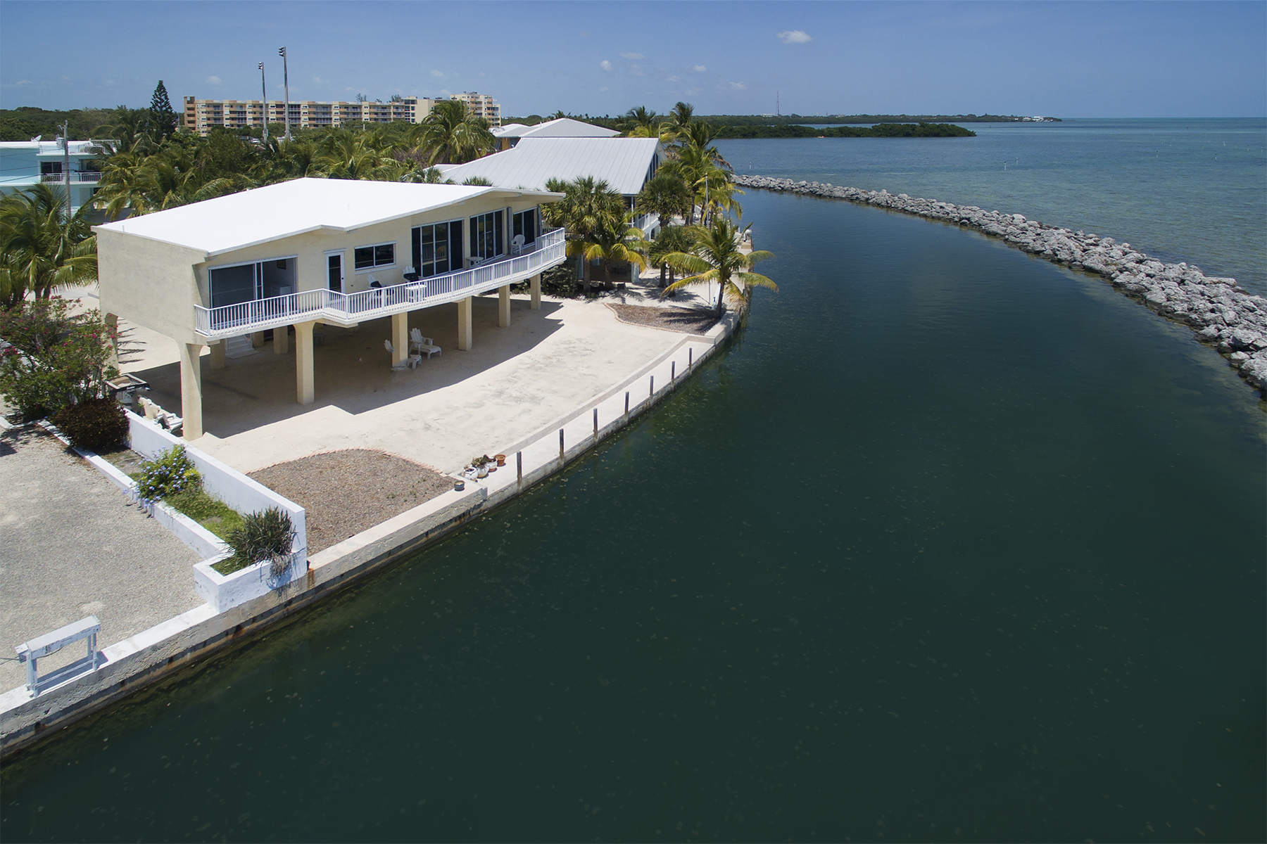 Additional photo for property listing at Sweeping Ocean Views 208 Plantation Shores Drive Islamorada, 佛羅里達州 33070 美國