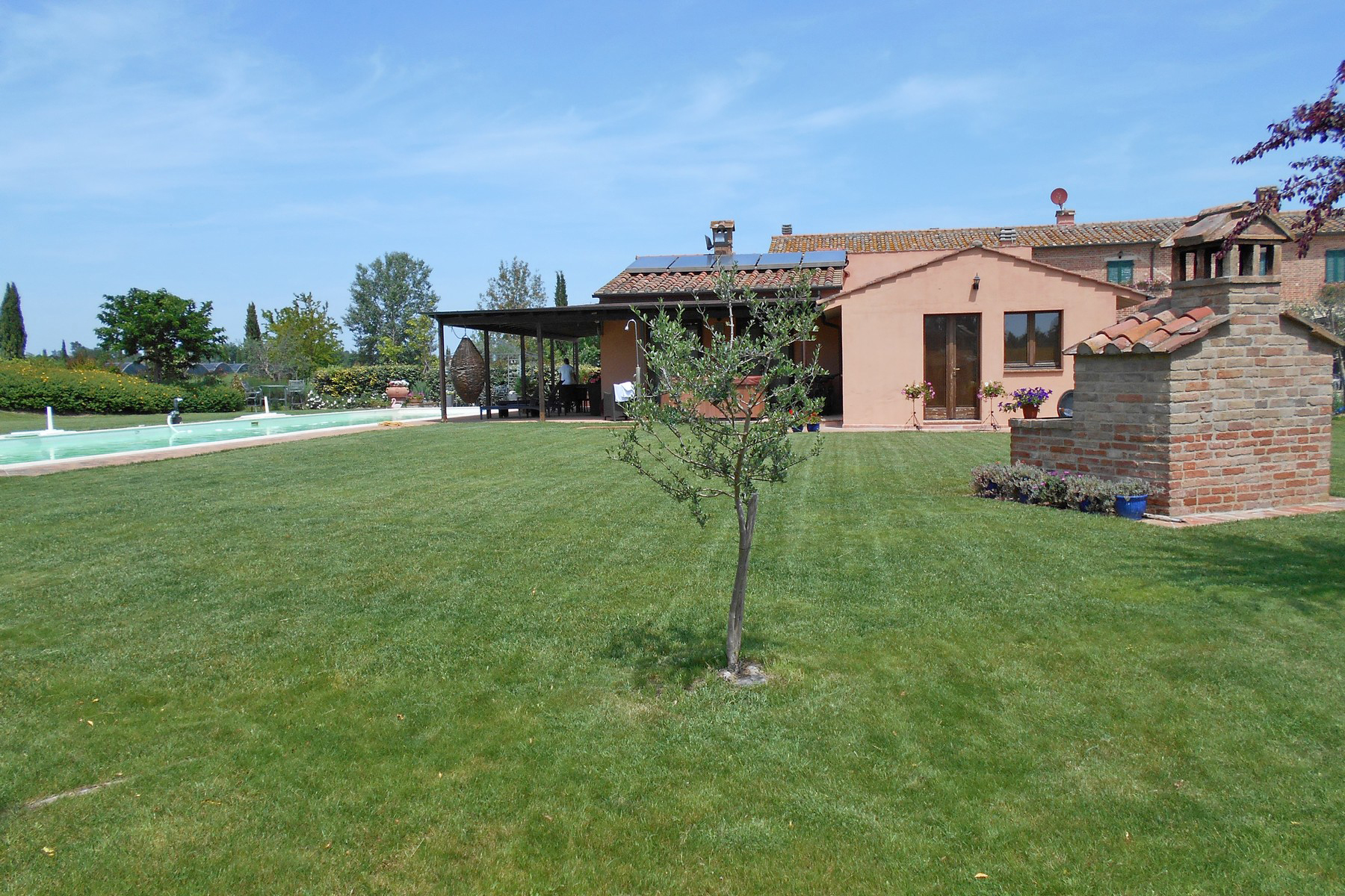 Additional photo for property listing at Exclusive property with pool and tennis court Località Ferretto Other Perugia, Perugia 06010 Italy