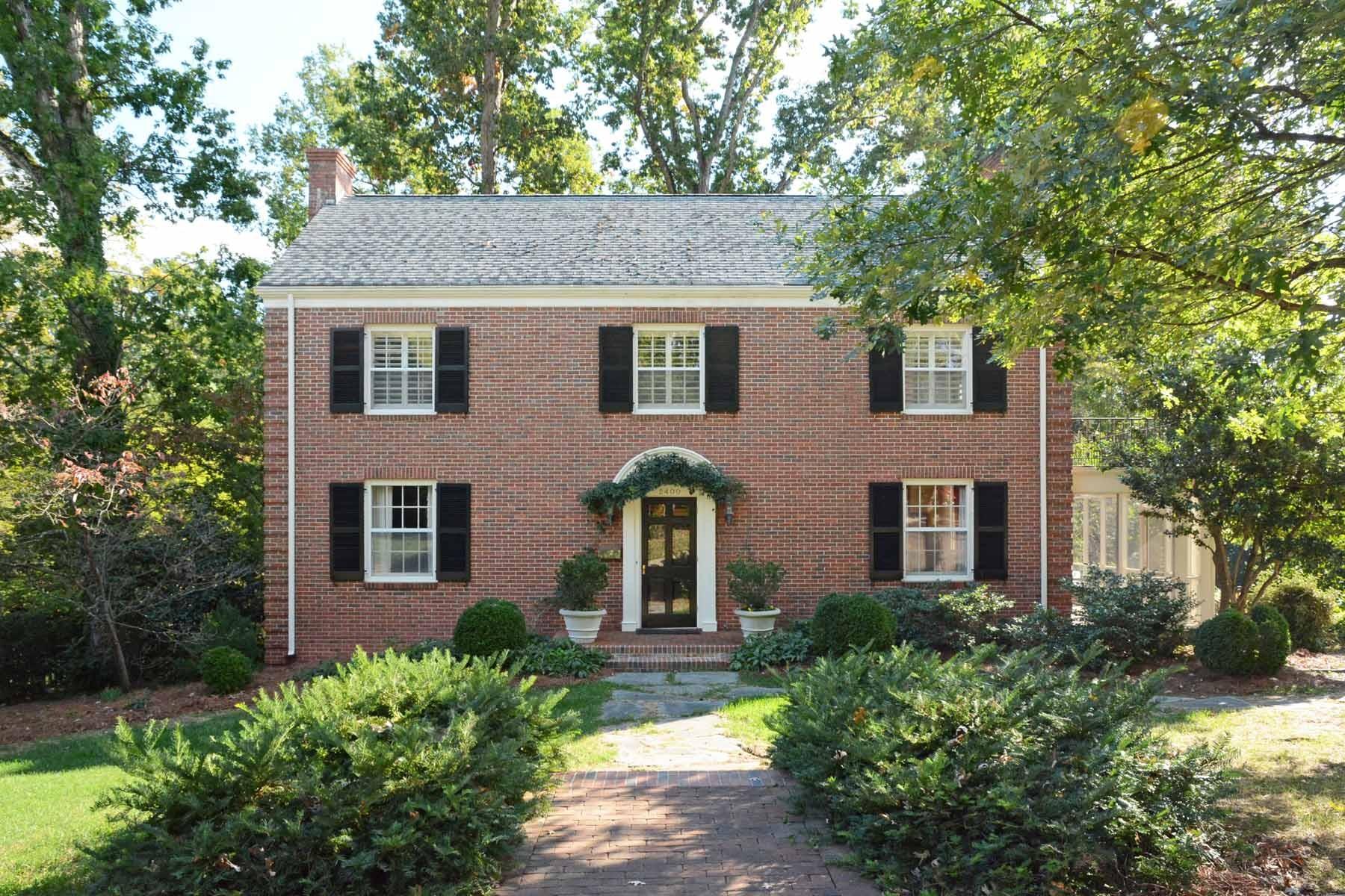 独户住宅 为 销售 在 2400 Anderson Drive 罗利, 北卡罗来纳州 27608 美国