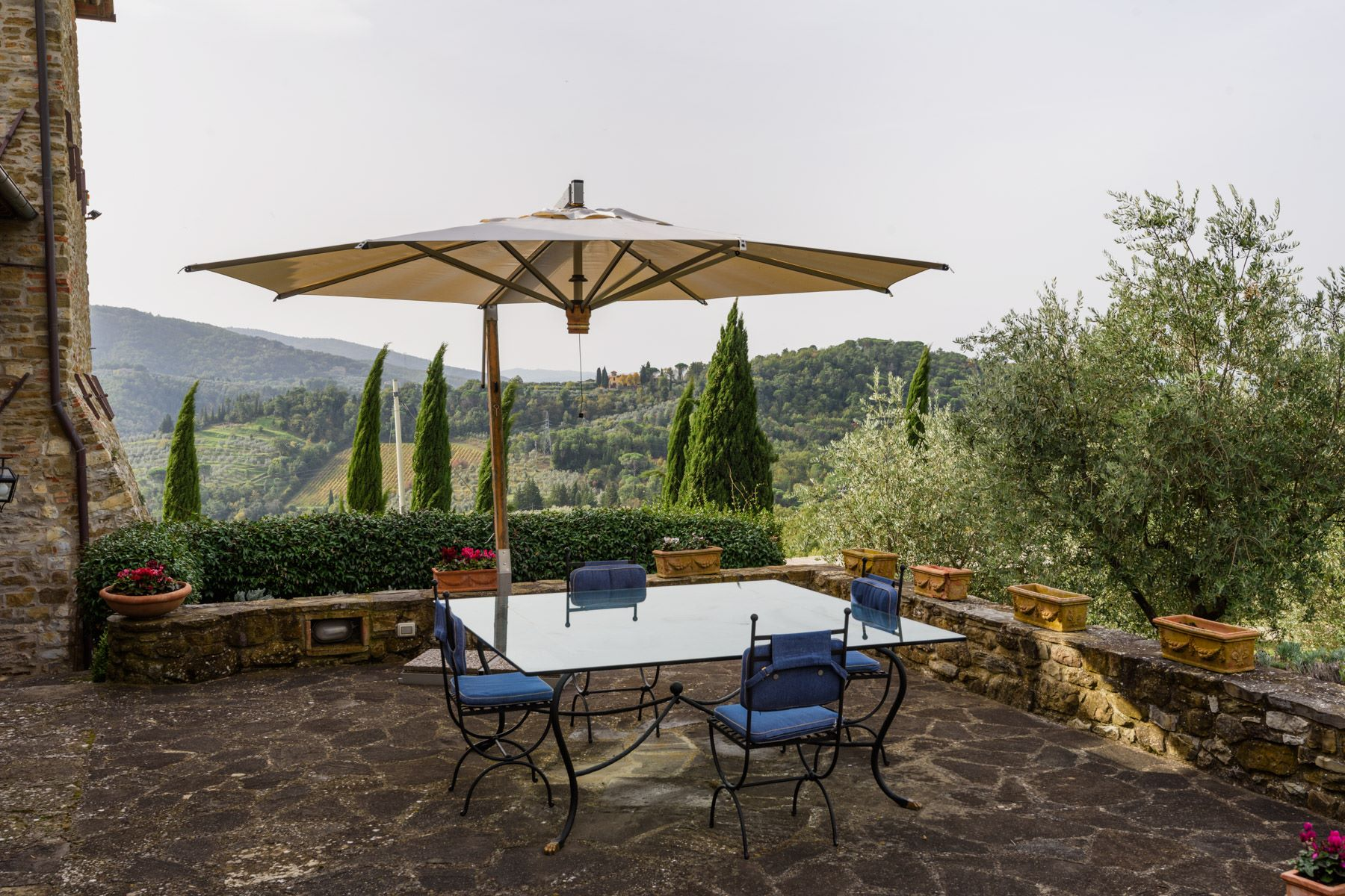 Additional photo for property listing at Magnifico casale con torre nel cuore del Chianti Via Rubbiana Other Florence, Firenze 50022 Italia