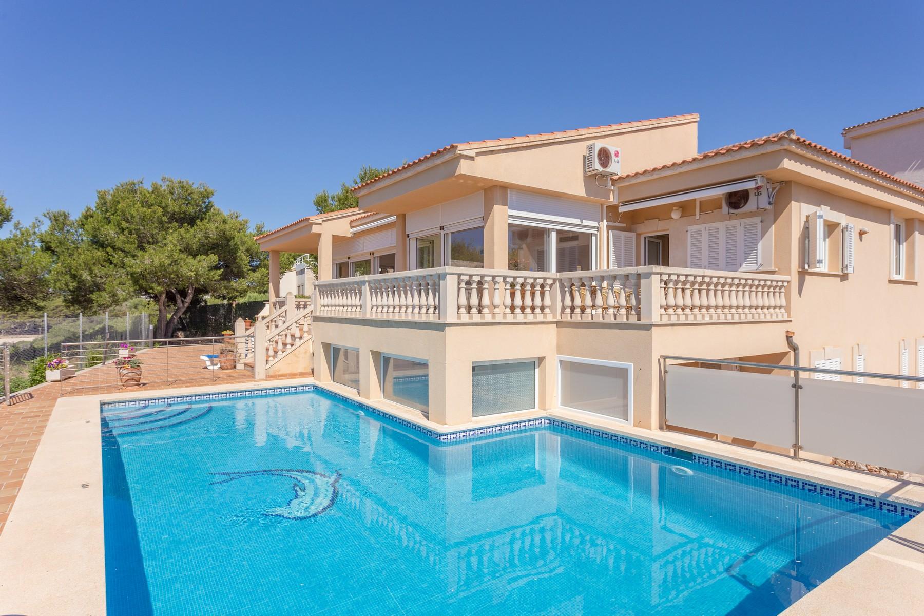 Частный односемейный дом для того Аренда на Seafront Villa in Porto Colom Porto Colom, Майорка, 07670 Испания