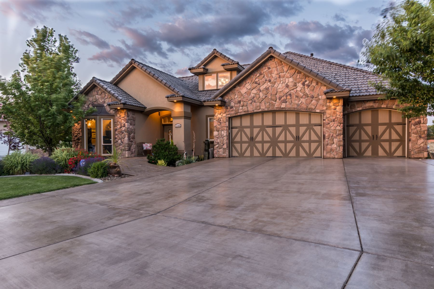 Single Family Home for Sale at Country Estate on .89 acres 1164 Pinto Loop Richland, Washington 99352 United States