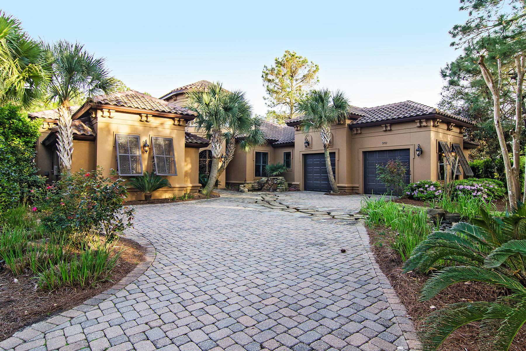 Maison unifamiliale pour l Vente à TUSCANY WITH A TOUCH OF TROPICAL ON THE 11TH FAIRWAY OF BURNT PINE GOLF CLUB 3152 Club Drive Miramar Beach, Florida, 32550 États-Unis