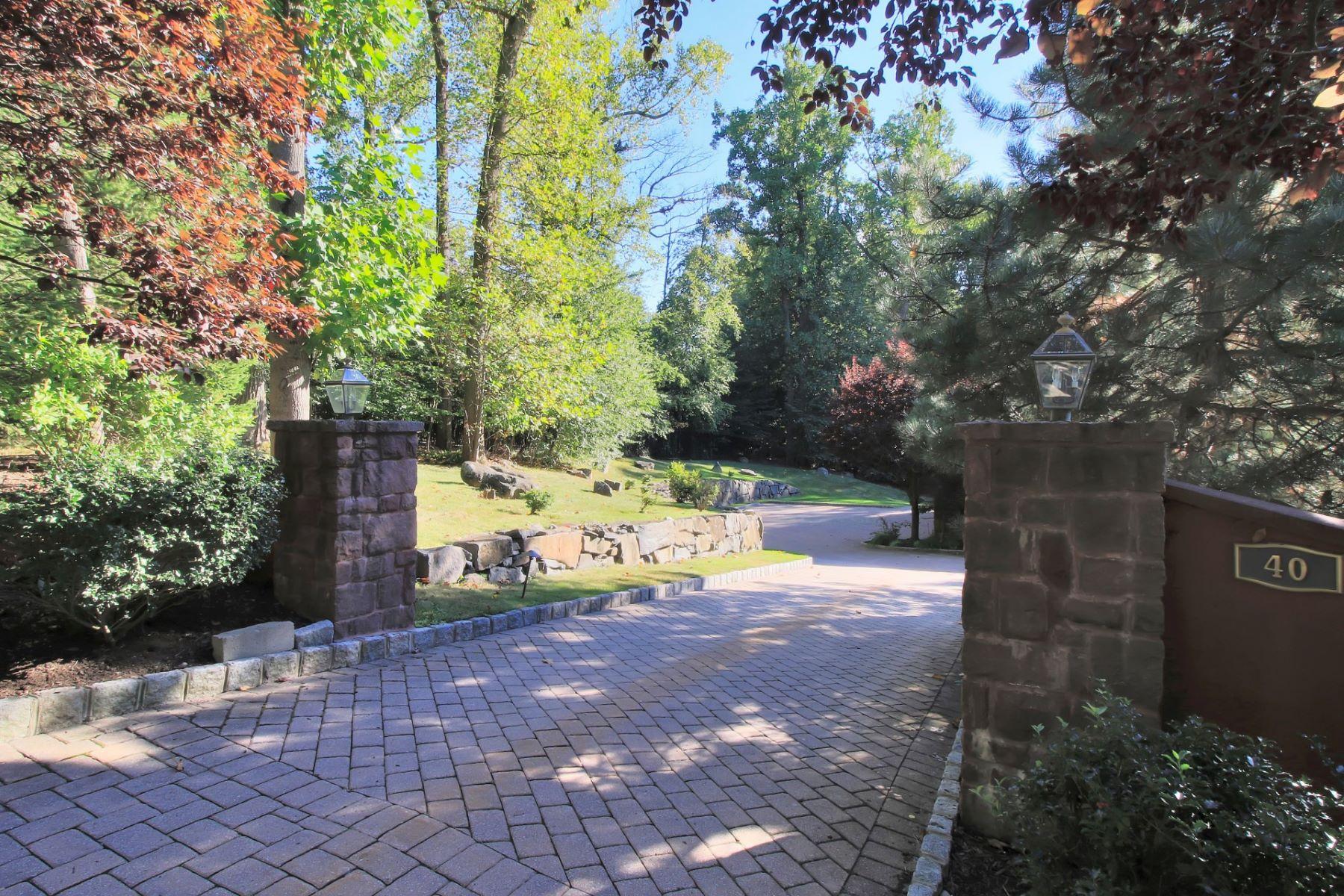 独户住宅 为 销售 在 Impressive Brick & Stone Colonial 40 Litchfield Way 阿尔派恩, 07620 美国