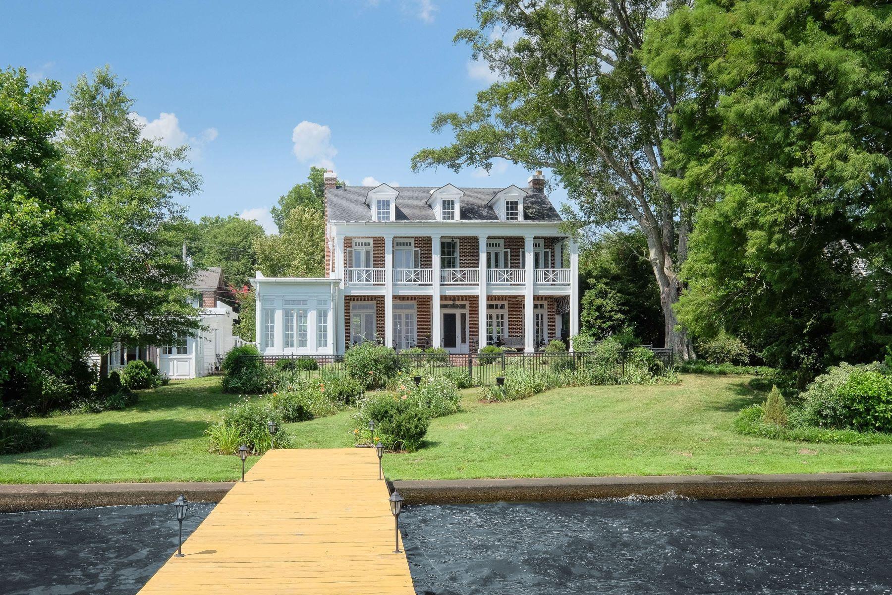 Maison unifamiliale pour l Vente à Historic District Waterfront 117 Blount St Edenton, Carolina Du Nord, 27932 États-Unis