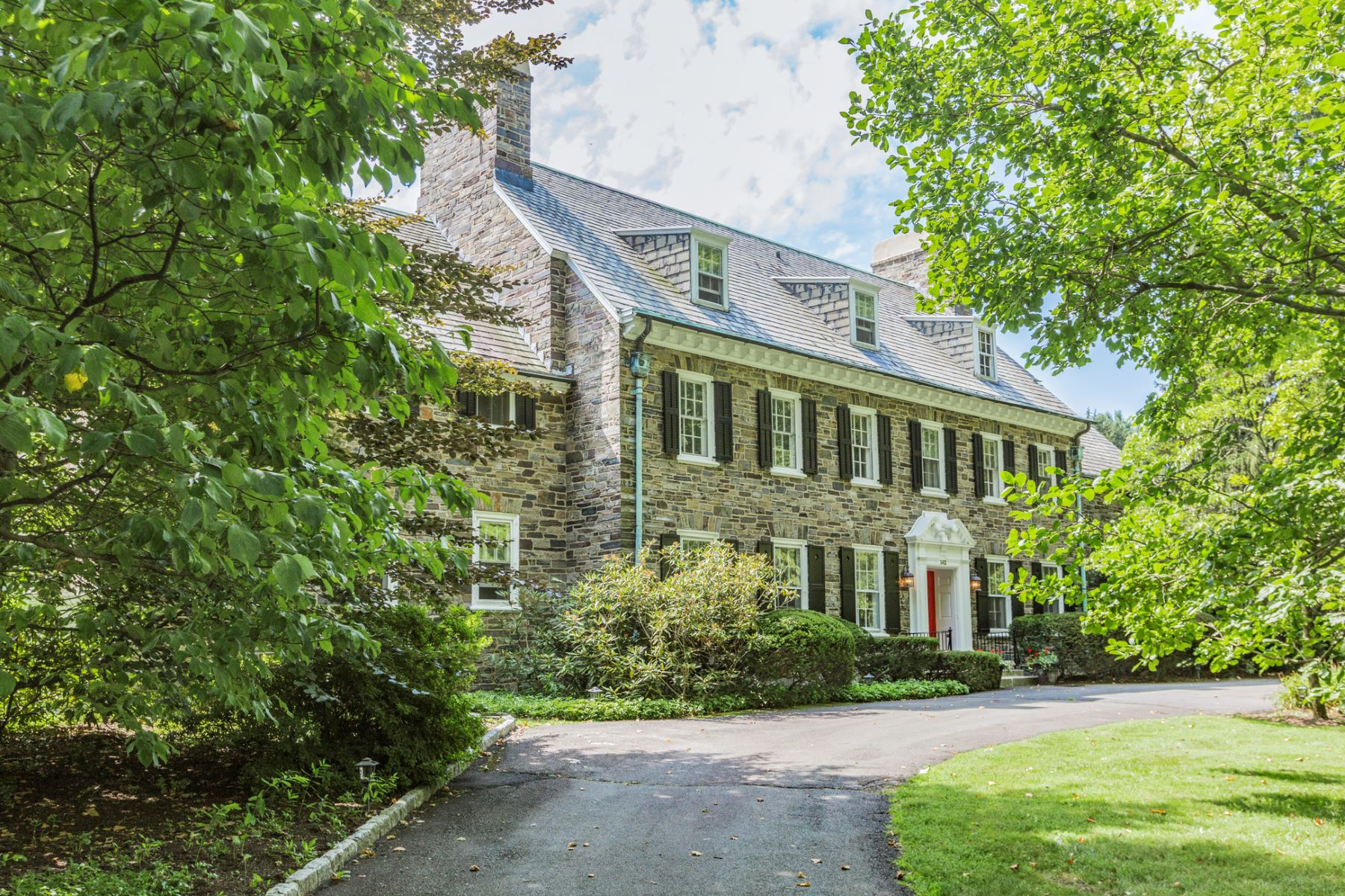 Vivienda unifamiliar por un Venta en 1904 Stone Georgian, Western Section, 1.3 Acre Lot 142 Hodge Road Princeton, Nueva Jersey, 08540 Estados Unidos
