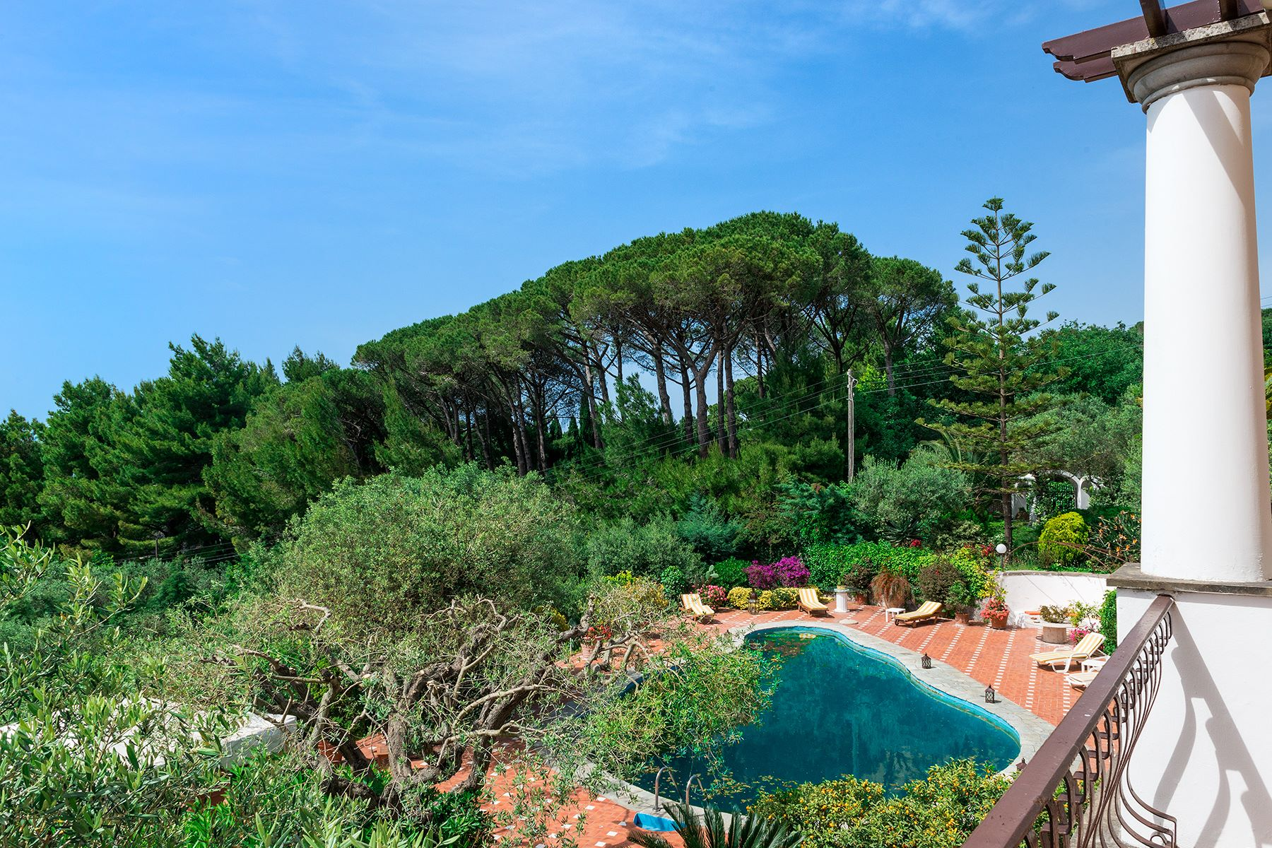 Additional photo for property listing at Elegant villa with pool in Anacapri Capri, Naples Italie