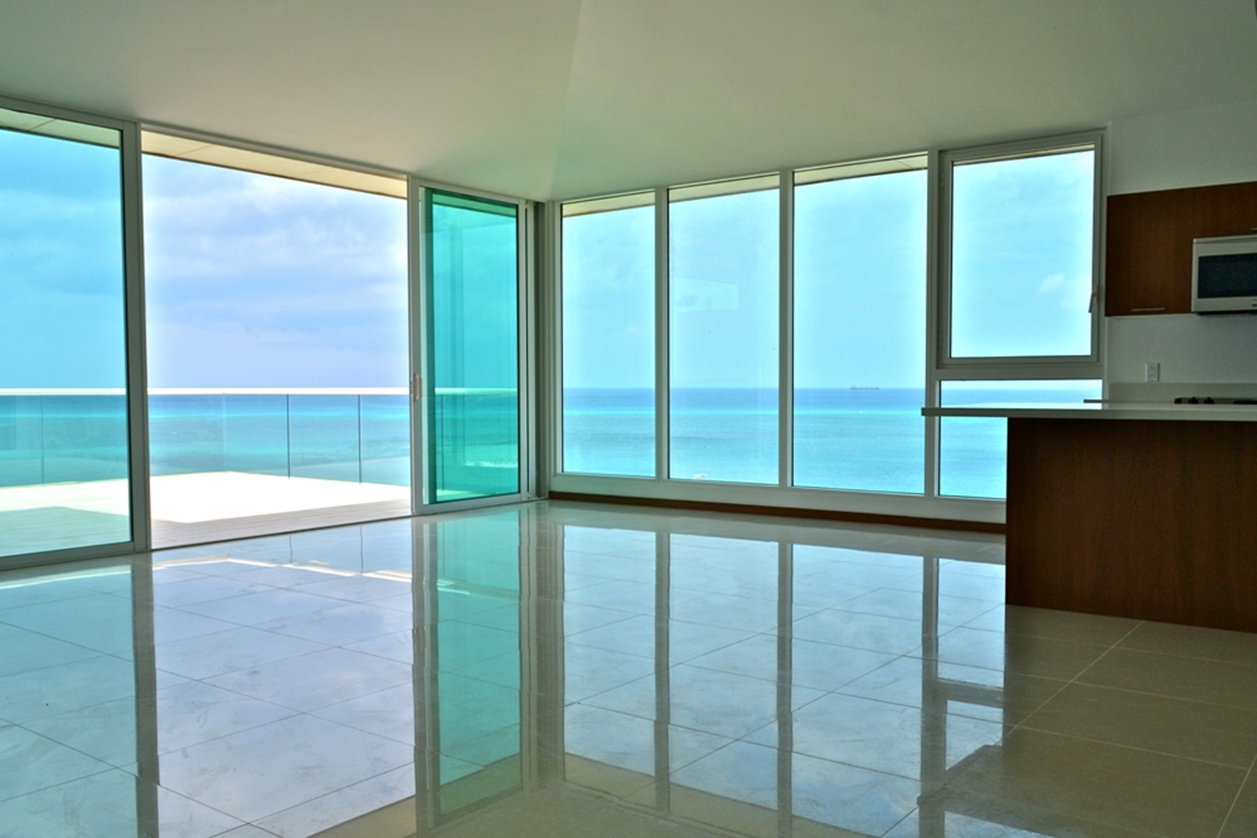 Additional photo for property listing at Blue Penthouse Eagle Beach, Aruba Aruba