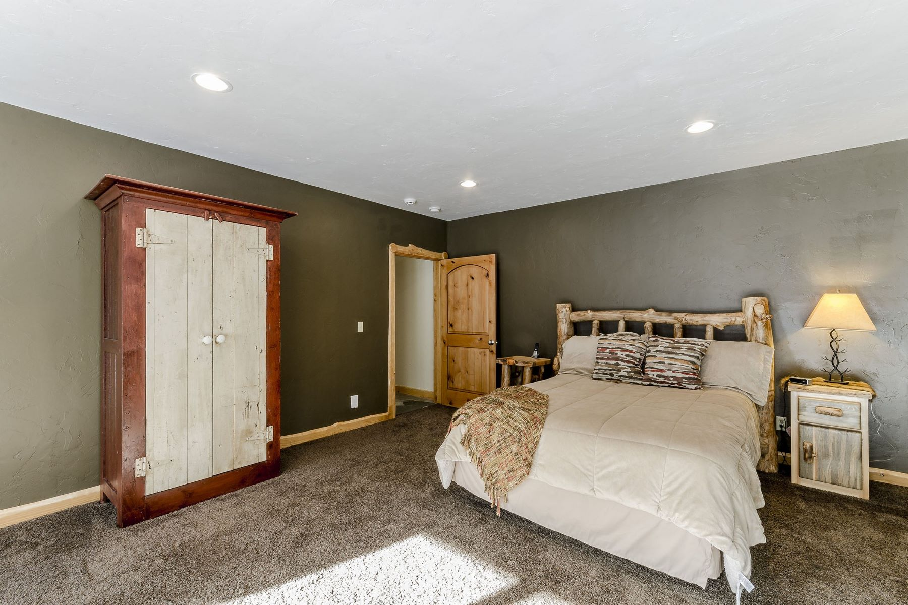 Additional photo for property listing at Stagecoach Seclusion 32935 & 32950 Maverick Way Oak Creek, Colorado 80467 United States