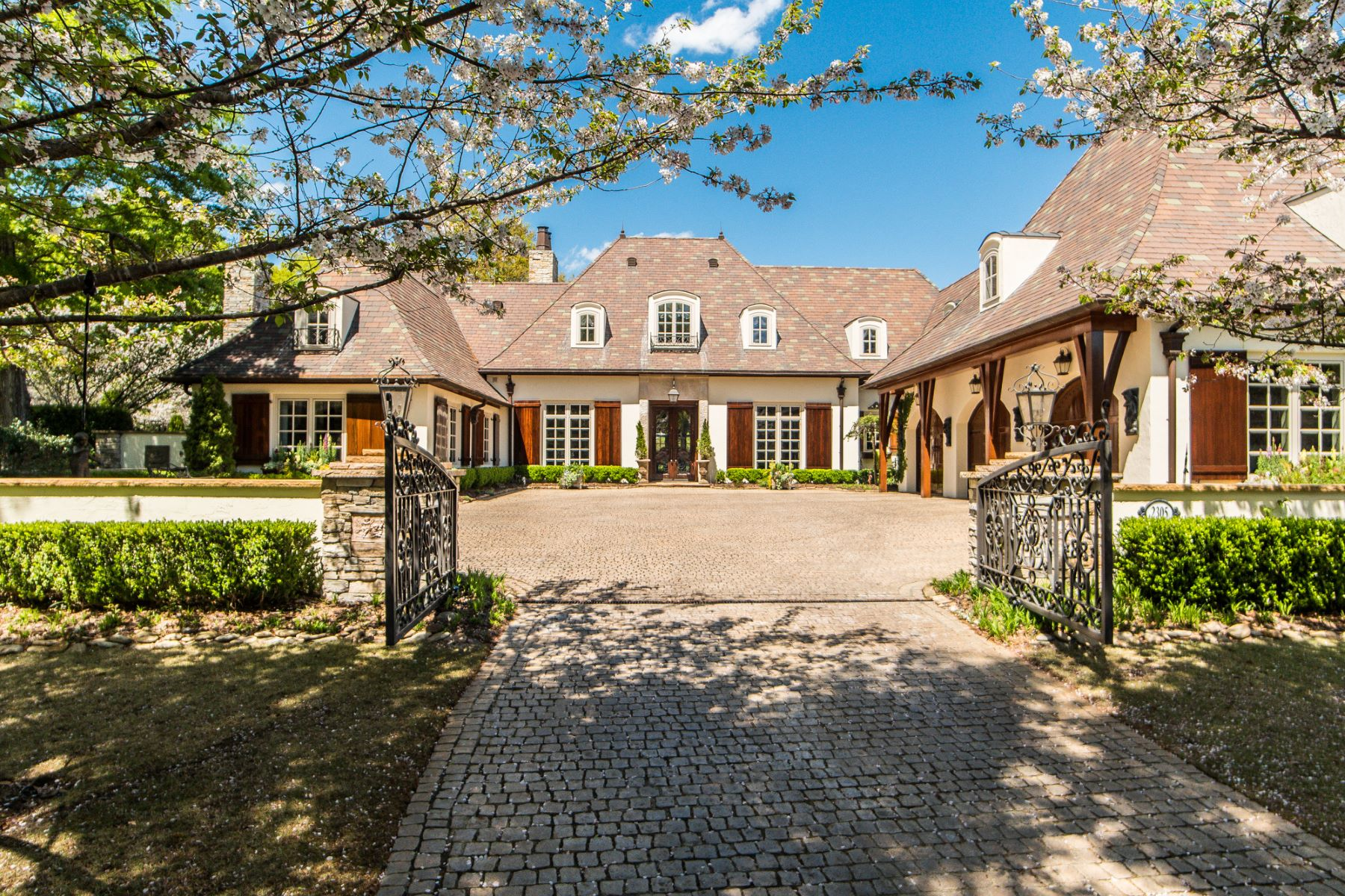 Single Family Home for Sale at The Ultimate in Refined Living with Classic Elegance 2305 Ocean Point Drive Wilmington, North Carolina 28405 United States