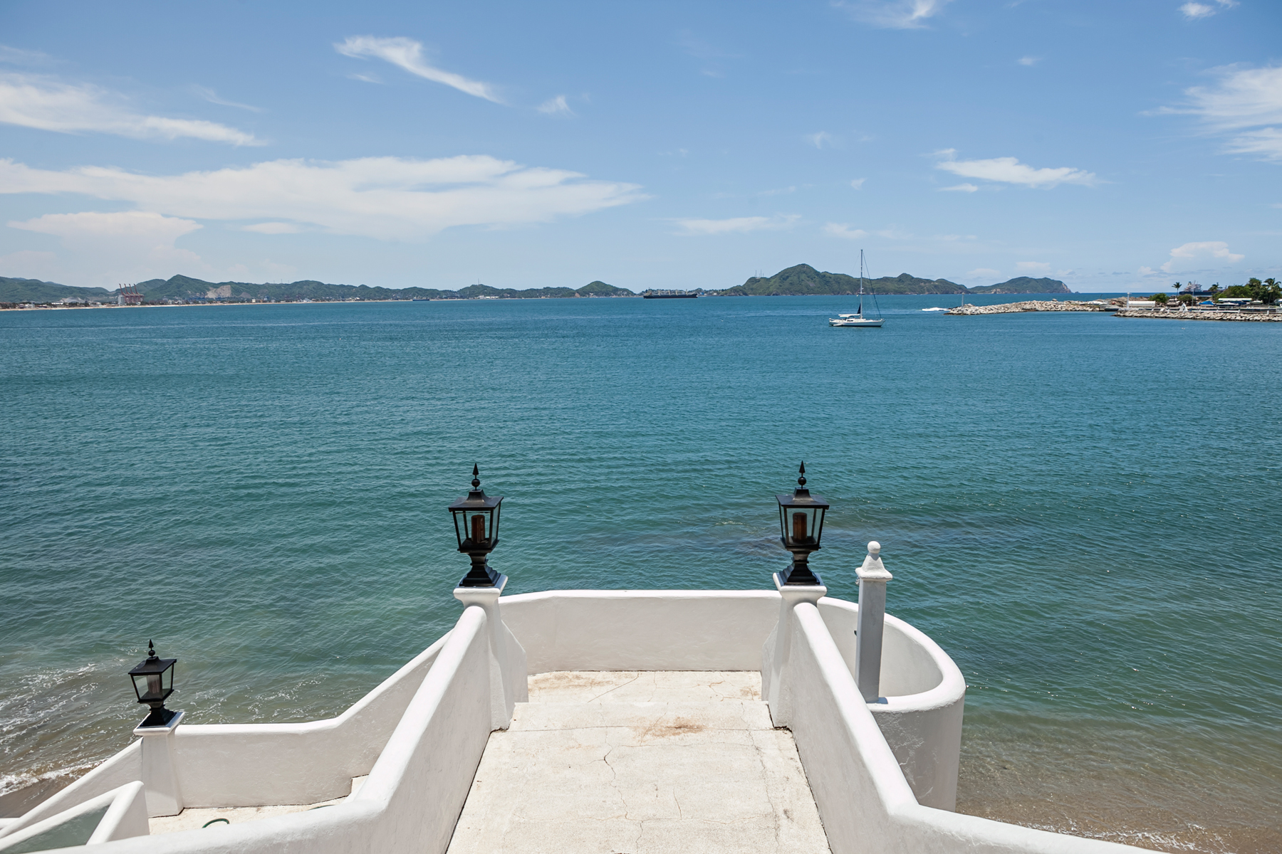 Additional photo for property listing at Villas del Tesoro 5 Av. Vista Hermosa 7 Peninsula de Santiago Manzanillo, Colima 28860 Mexico