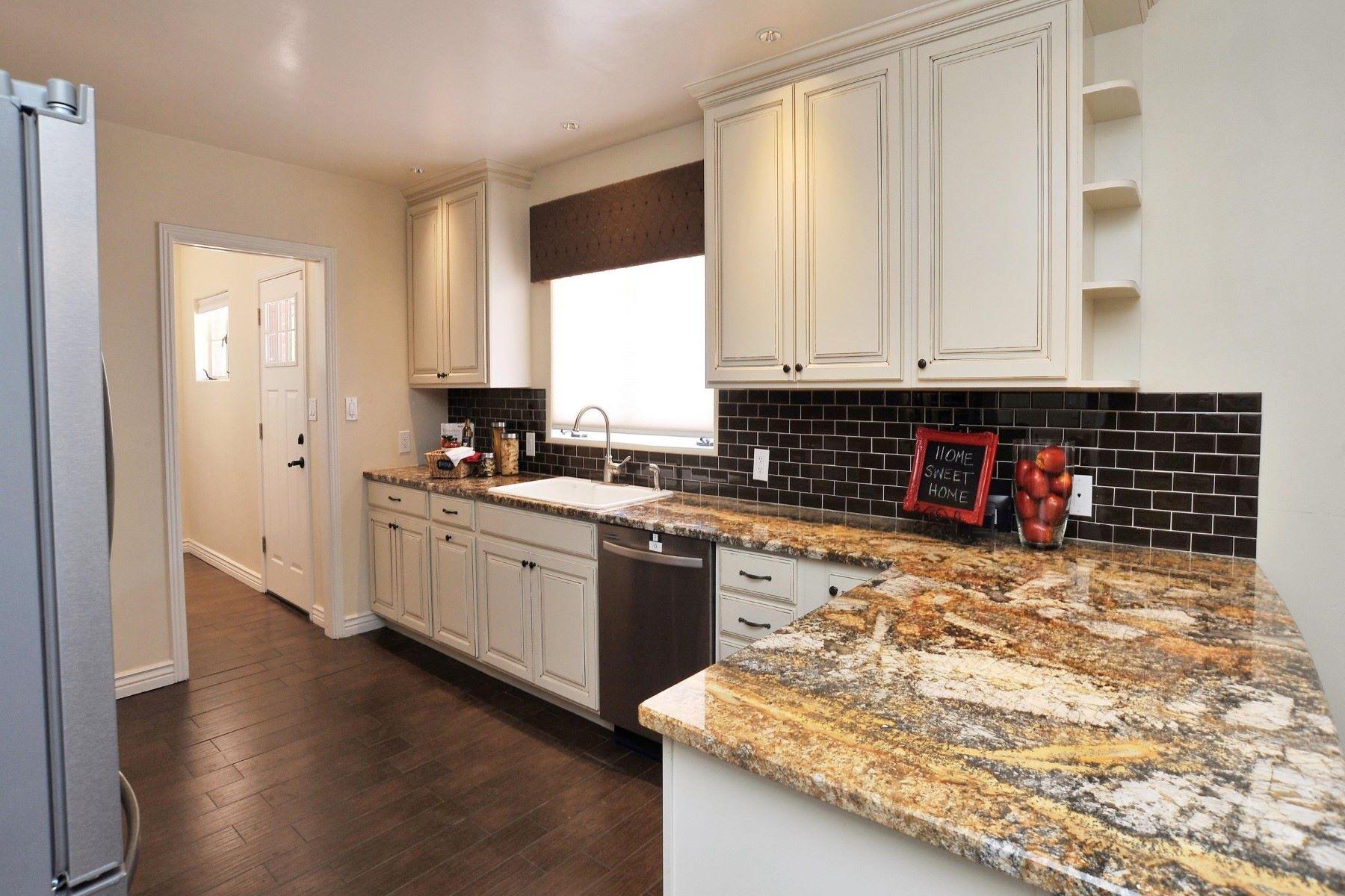 Частный односемейный дом для того Продажа на Stunningly remodeled home in the highly coveted San Clemente neighborhood 121 S La Creciente Tucson, Аризона, 85711 Соединенные Штаты